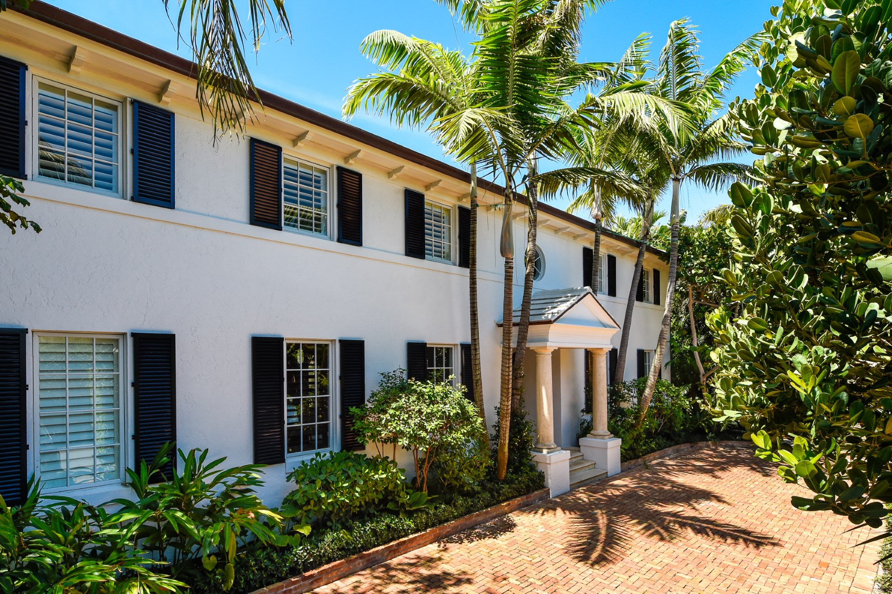 Maison unifamiliale pour l Vente à Georgian Colonial Style Home - Eden Road 310 Eden Rd North End, Palm Beach, Florida, 33480 États-Unis