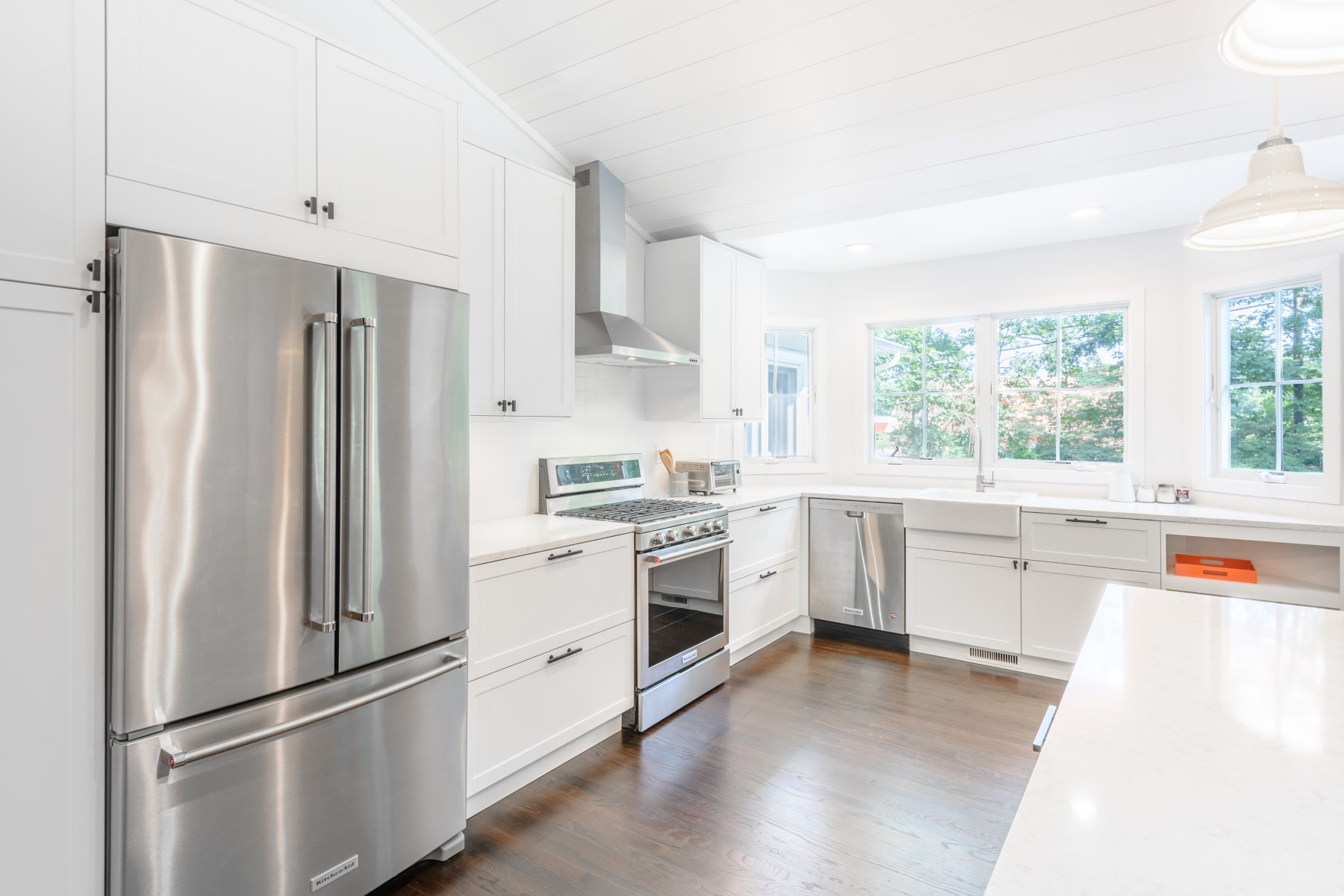 Additional photo for property listing at Chic Renovation in Southampton Shores  Southampton, New York 11968 United States