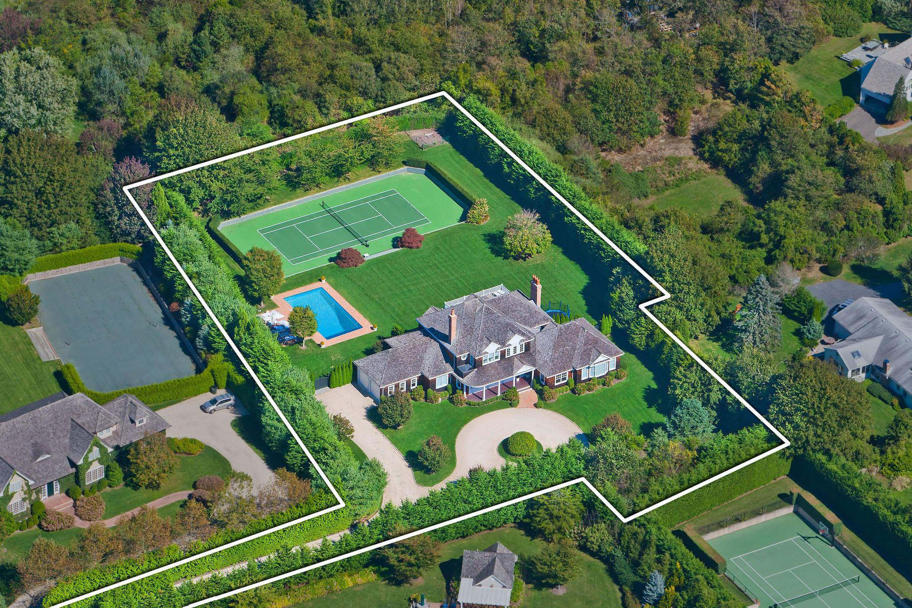 Casa Unifamiliar por un Venta en Noteworthy Gated Estate in Southampton 5 Cameron Way, Southampton, Nueva York, 11968 Estados Unidos