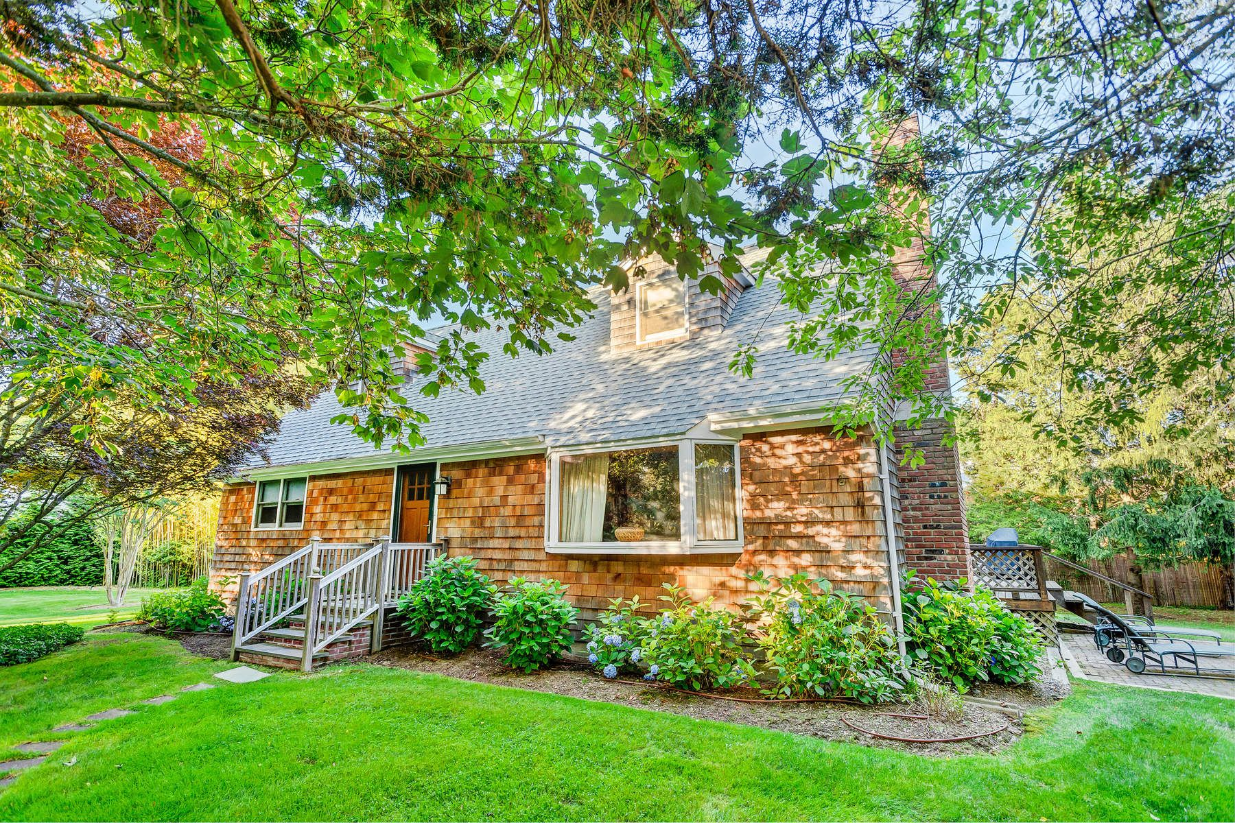 Частный односемейный дом для того Продажа на Moments To Amagansett Village 84 Schellinger Road, Amagansett, Нью-Йорк, 11930 Соединенные Штаты