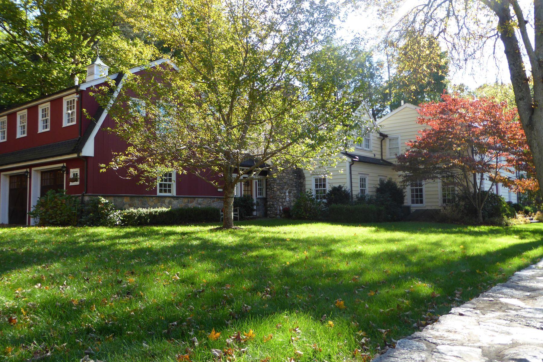 Частный односемейный дом для того Продажа на A home is a lot more than a center hall 659 River Road Cos Cob, Коннектикут 06807 Соединенные Штаты