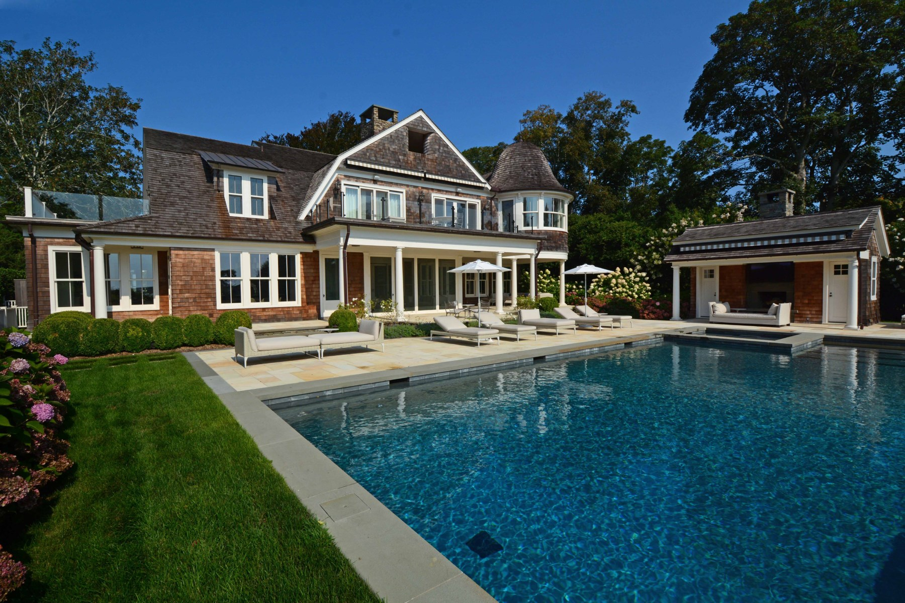 Additional photo for property listing at East Hampton Village on Hook Pond  East Hampton, New York 11937 United States