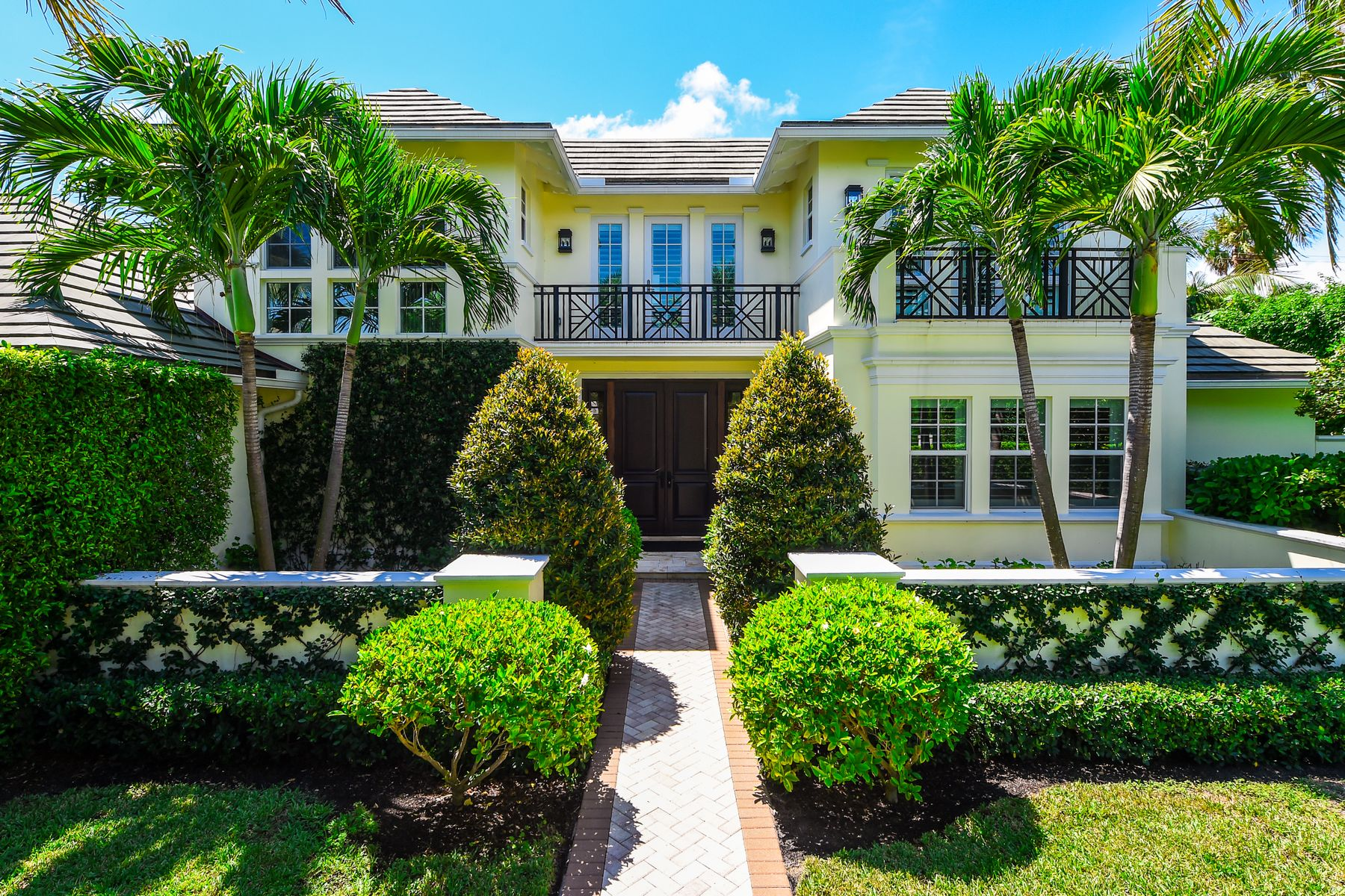 Single Family Homes for Active at 268 Jamaica Lane 268 Jamaica Ln Palm Beach, Florida 33480 United States