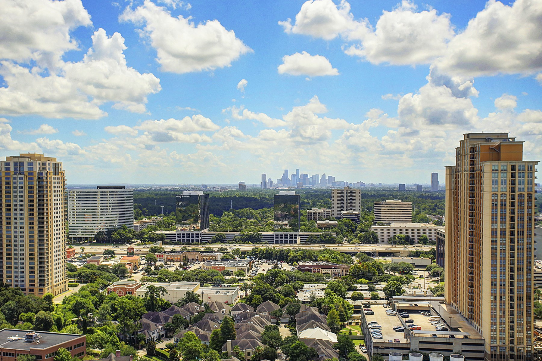 Condominium for Sale at 1275 South Post Oak Lane 1275 South Post Oak Lane Unit 2402 Houston, Texas 77056 United States