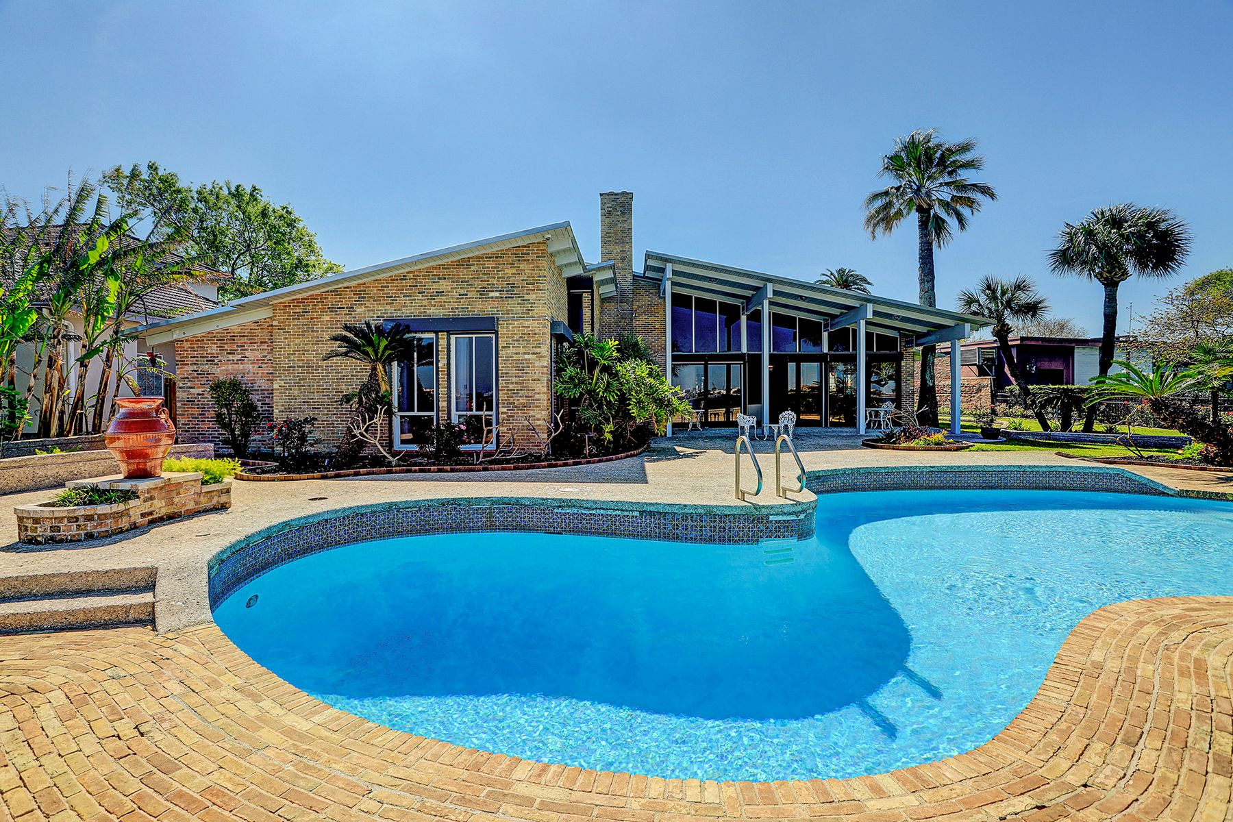 Single Family Homes for Active at 1504 Driftwood Lane Galveston, Texas 77551 United States