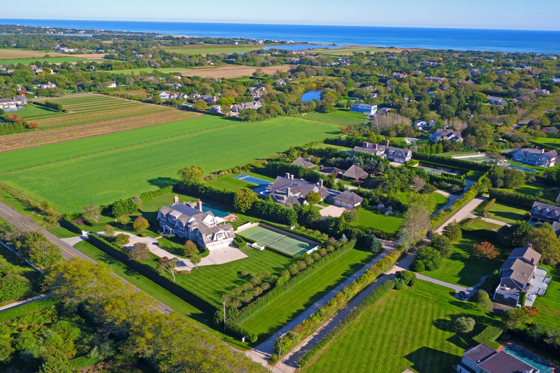 獨棟家庭住宅 為 出售 在 Sagaponack Traditional with Tennis & 515 Parsonage Lane Sagaponack, 紐約州, 11962 美國