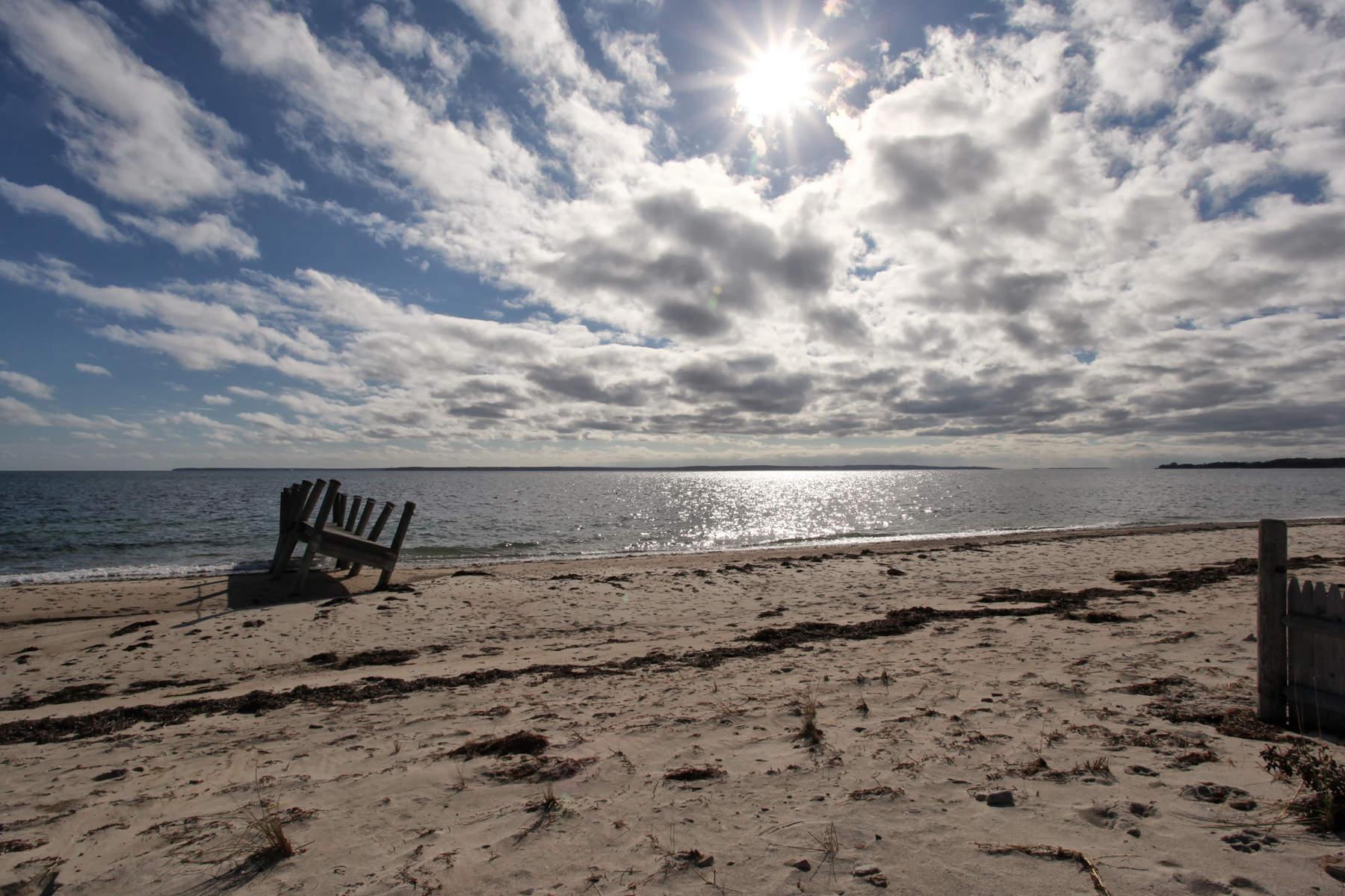 단독 가정 주택 용 매매 에 332 Surf Drive, Falmouth, MA Falmouth, 매사추세츠, 02450 미국