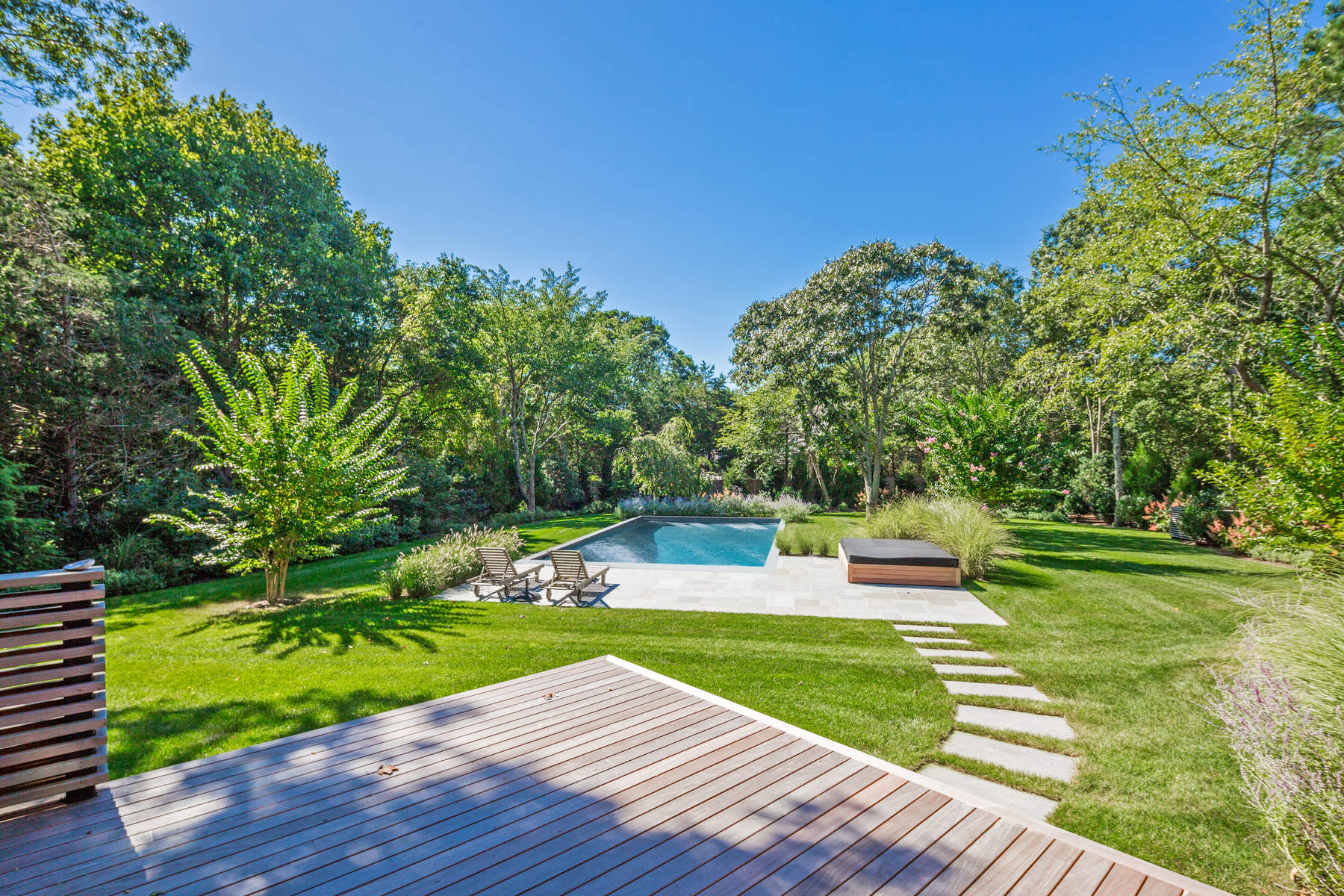 MODERN LUXURY NEAR EAST HAMPTON BEACHES 4 Dominy Court East Hampton, New York 11937 United States