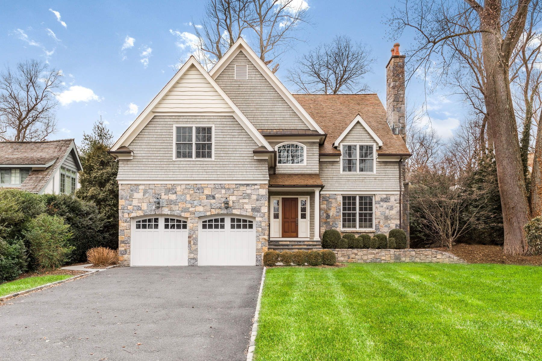 Maison unifamiliale pour l Vente à 44 Orchard Drive Greenwich, Connecticut, 06830 États-Unis