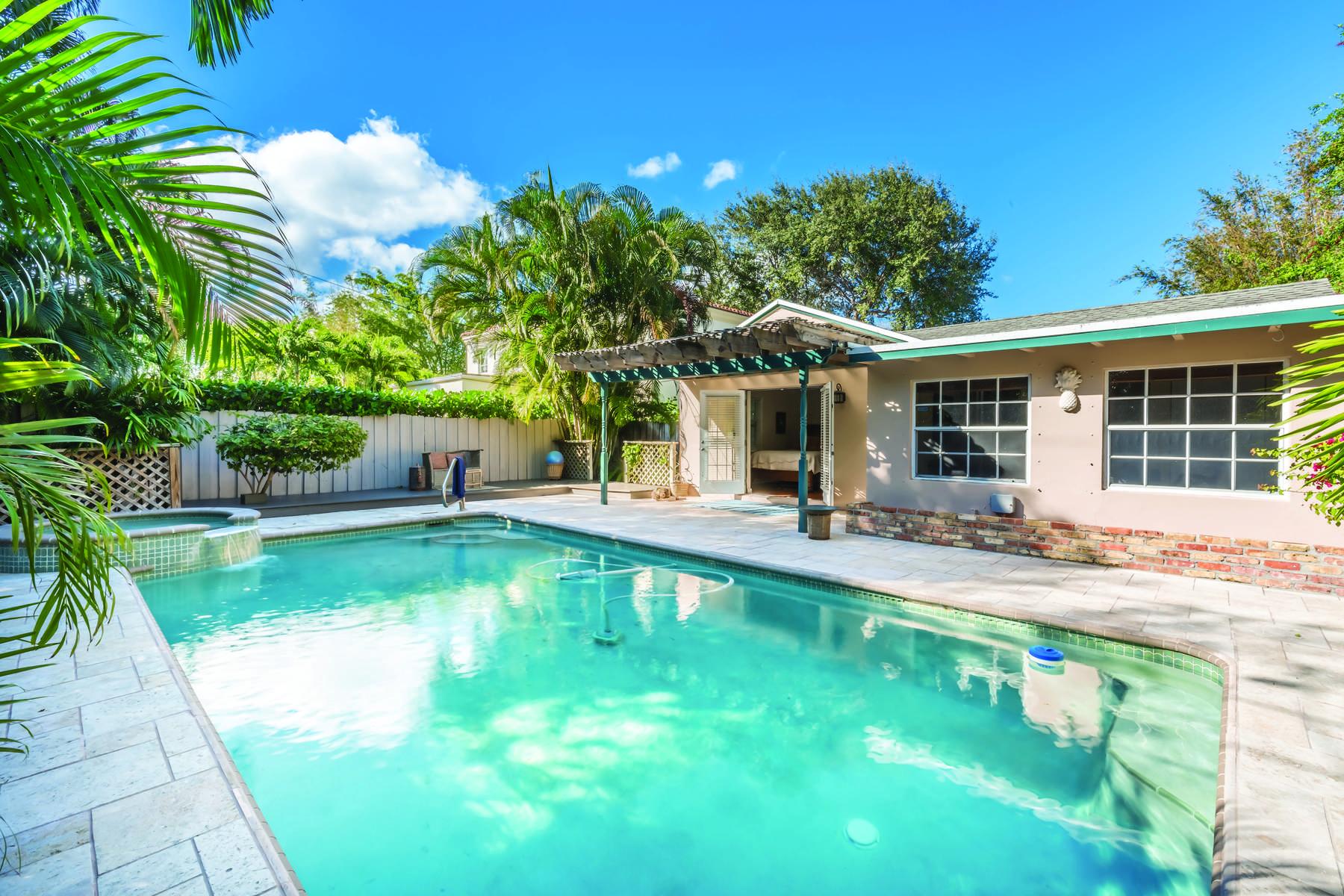 Nhà ở một gia đình vì Bán tại Historic El Cid Landmark 322 Valencia Rd, West Palm Beach, Florida, 33401 Hoa Kỳ