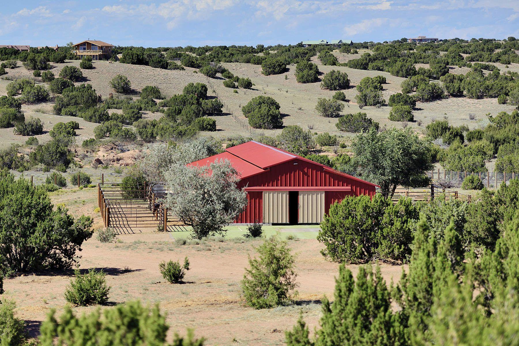 農場/牧場 / プランテーション のために 売買 アット 263 Camino Los Abuelos Santa Fe, ニューメキシコ, 87508 アメリカ合衆国