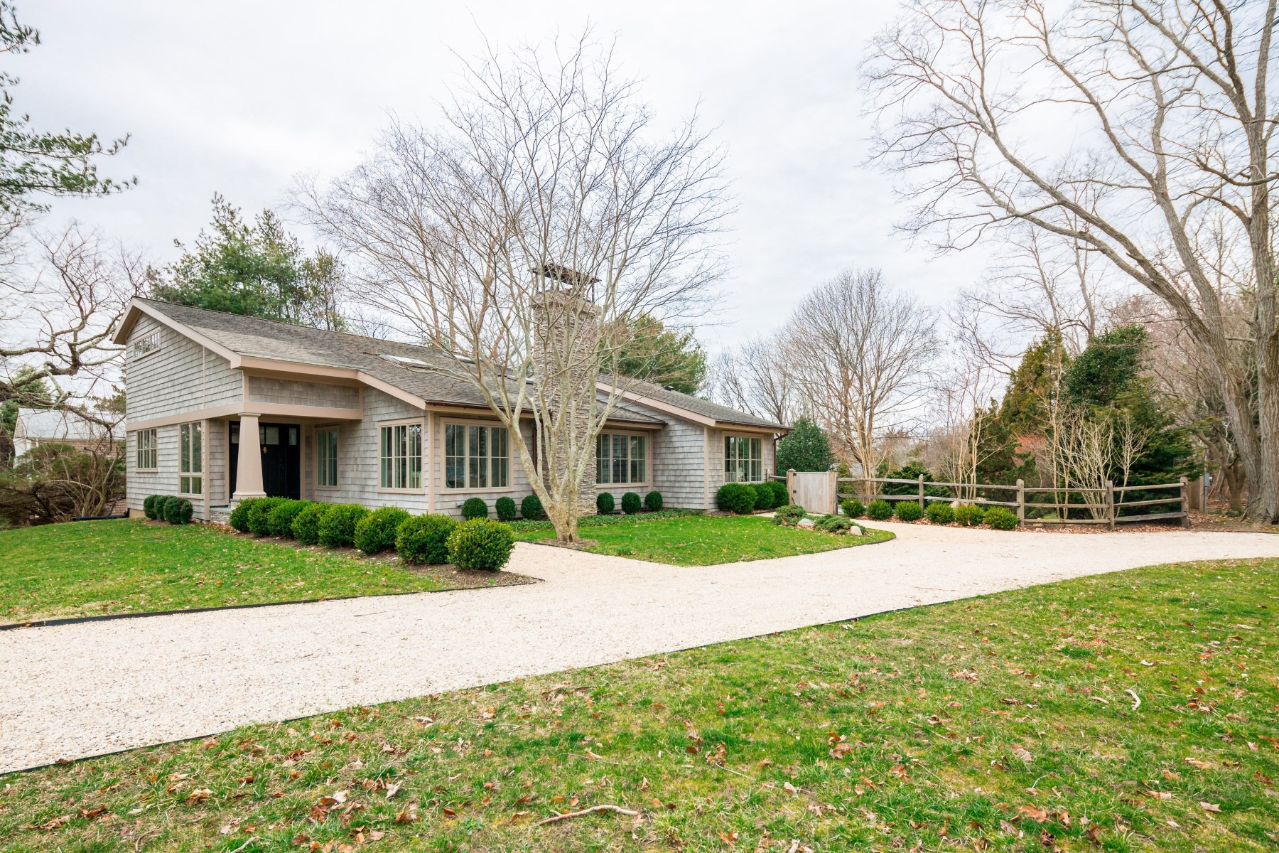 Additional photo for property listing at Renovated Perfect Summer Home 32 Coves End Ln Sag Harbor, New York 11963 United States