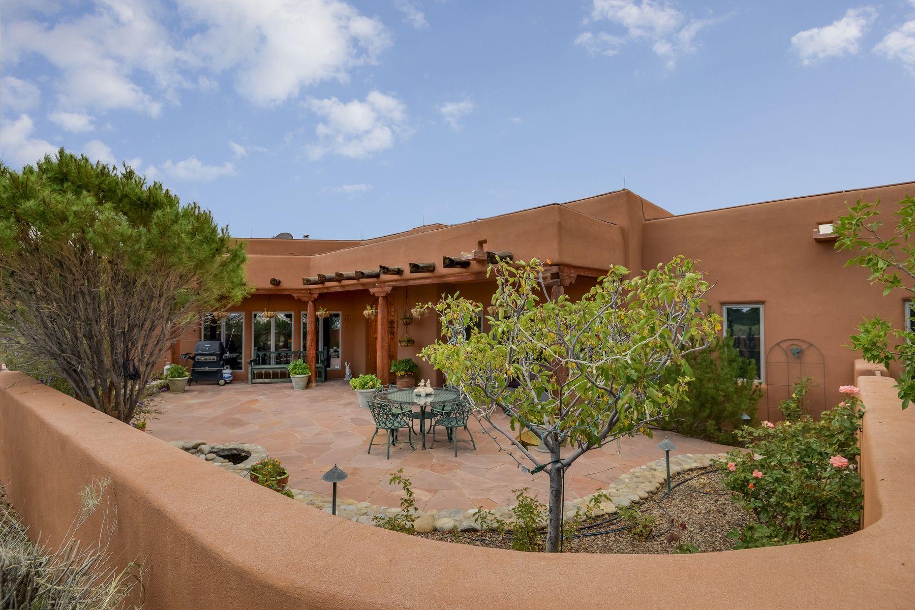 Single Family Homes per Vendita alle ore Abiquiu, Nuovo Messico 87510 Stati Uniti