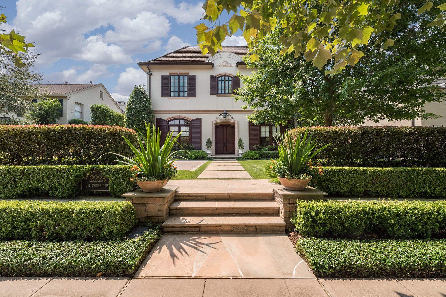 Maison unifamiliale pour l Vente à 2223 Del Monte Drive Houston, Texas, 77019 États-Unis