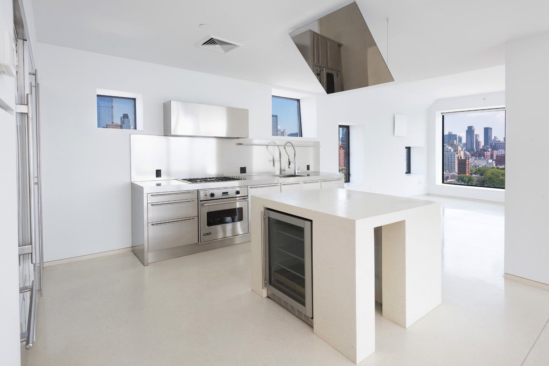 Additional photo for property listing at With Respect To Light & Views 100 Eleventh Avenue Apt 16C New York, New York 10011 United States