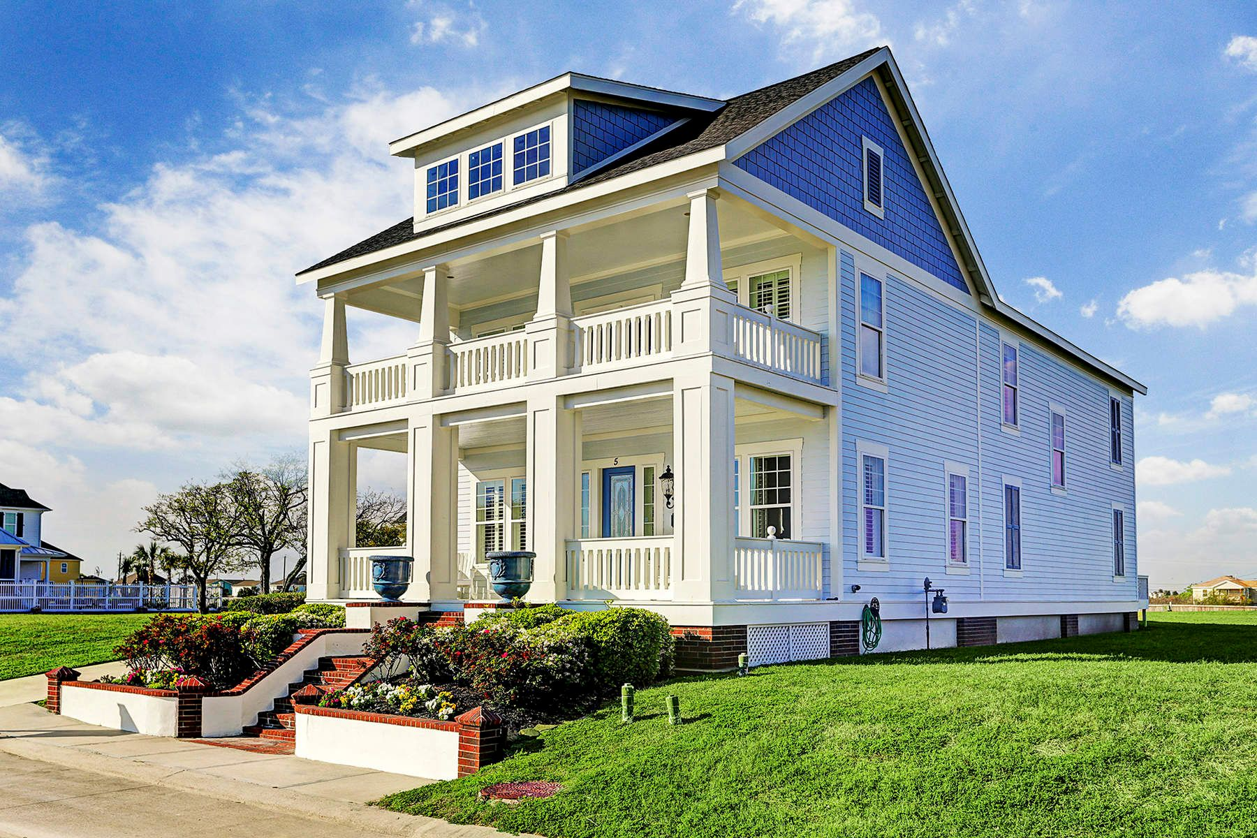 Single Family Homes for Active at 5 Porch Street Galveston, Texas 77554 United States