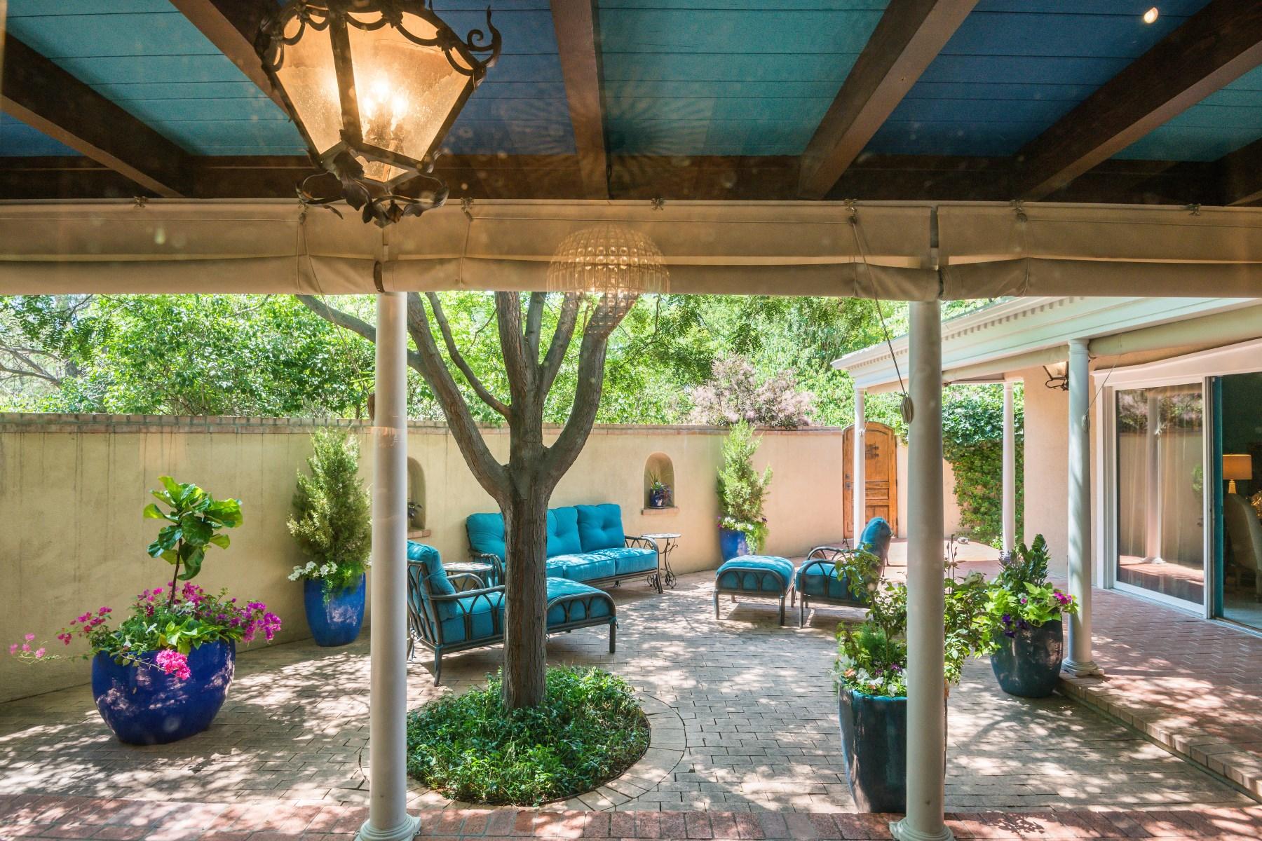 共管式独立产权公寓 为 销售 在 653 Canyon Road, #4 653 Canyon Rd Apt 4, 圣达非, 新墨西哥州, 87501 美国
