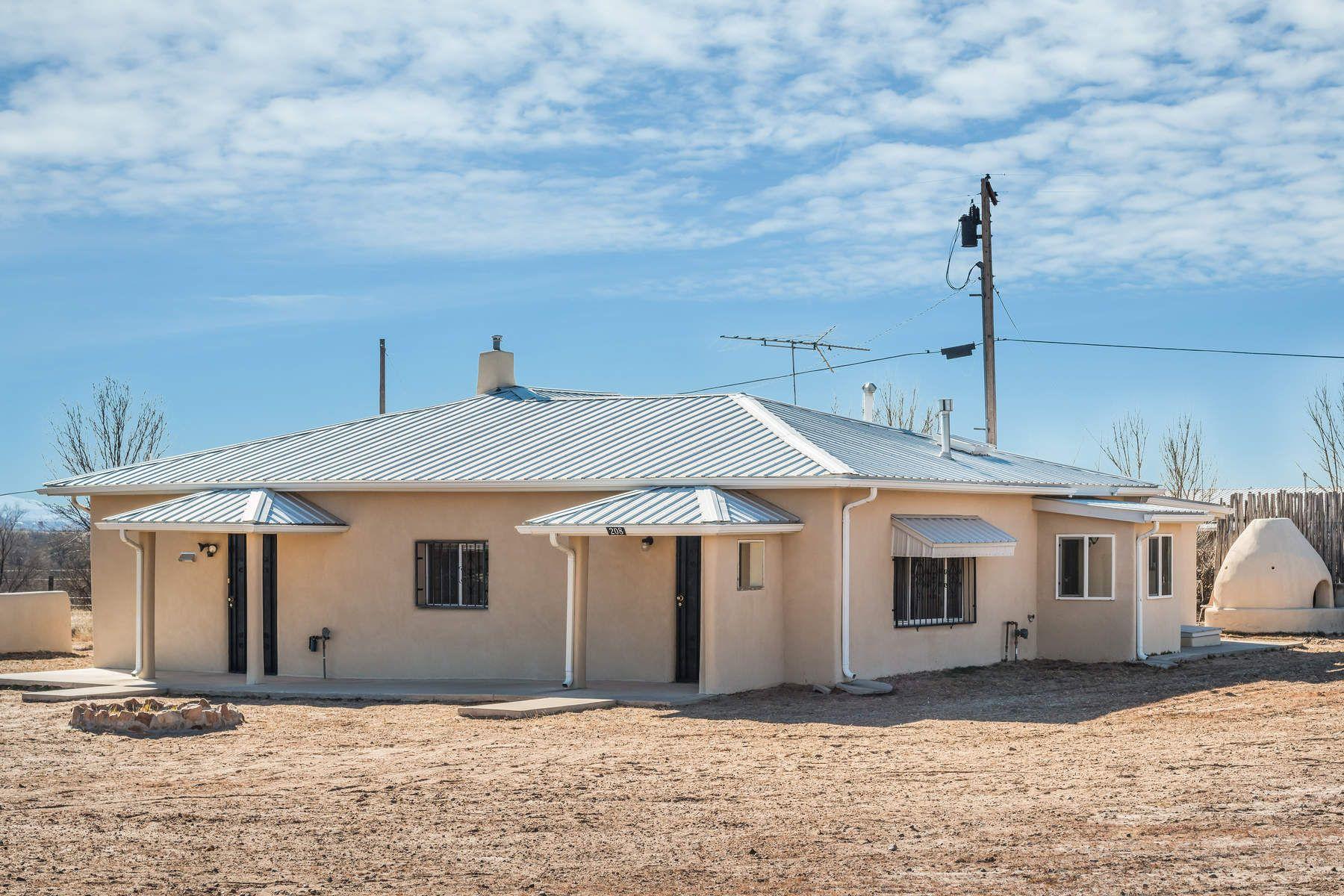 واحد منزل الأسرة للـ Sale في 208 North El Guique Espanola, New Mexico, 87582 United States