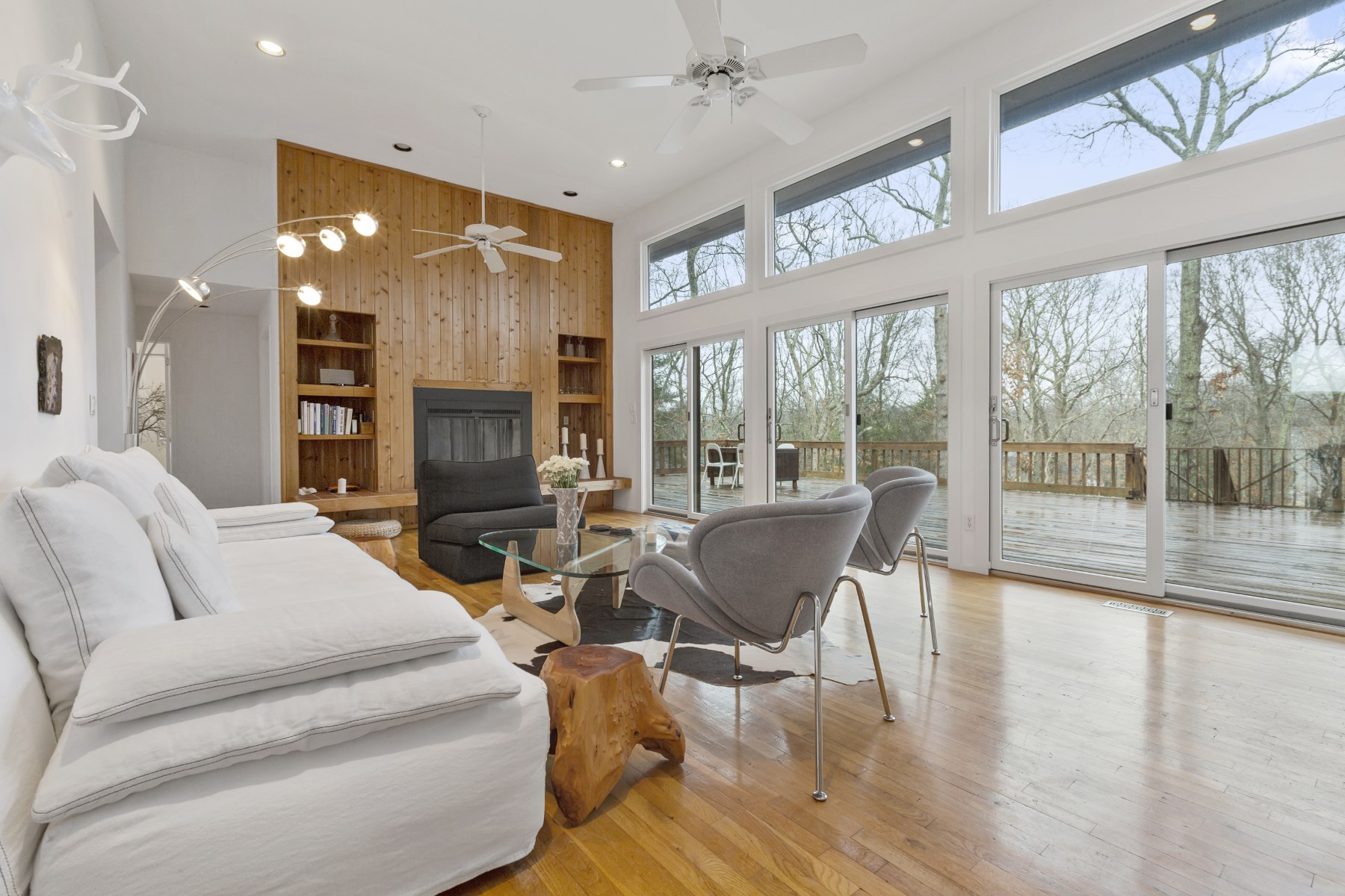 Additional photo for property listing at STYLISH HOUSE AVAILABLE FOR AUGUST RENTA 4 Hollow Tree Lane East Hampton, New York 11937 United States