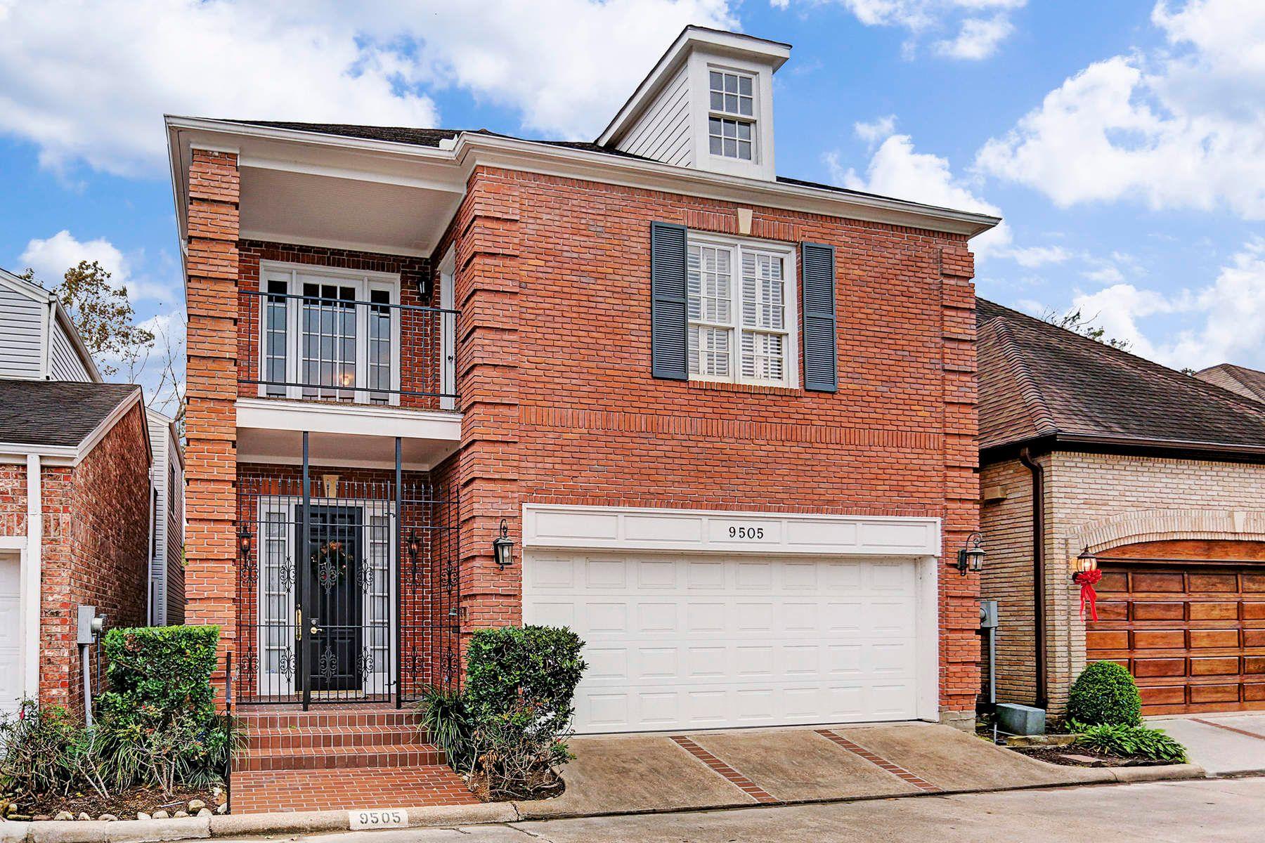 واحد منزل الأسرة للـ Sale في 9505 Bayou Brook Street Memorial, Houston, Texas, 77063 United States