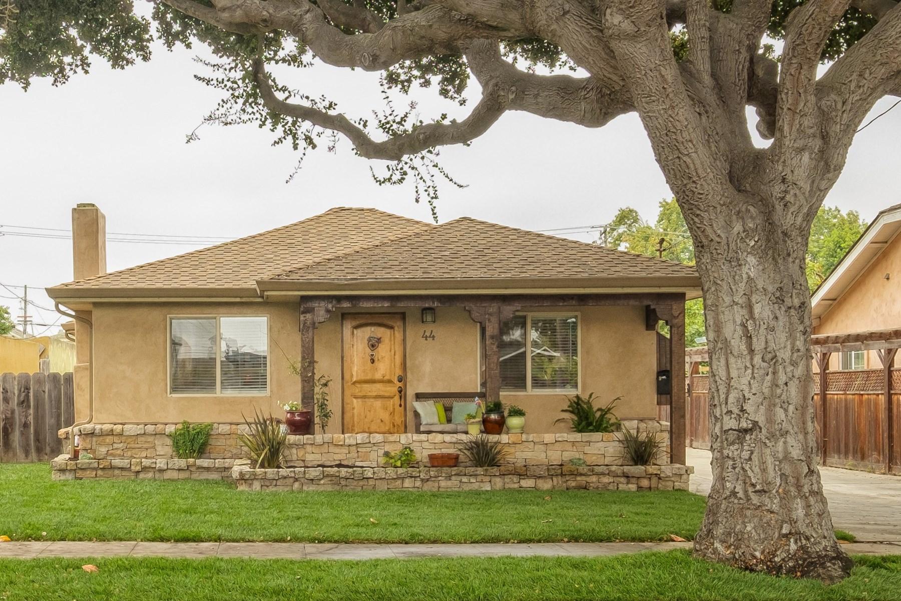 Maison unifamiliale pour l Vente à Nicely Remodeled Home in Maple Park 44 Oak Street Salinas, Californie 93901 États-Unis