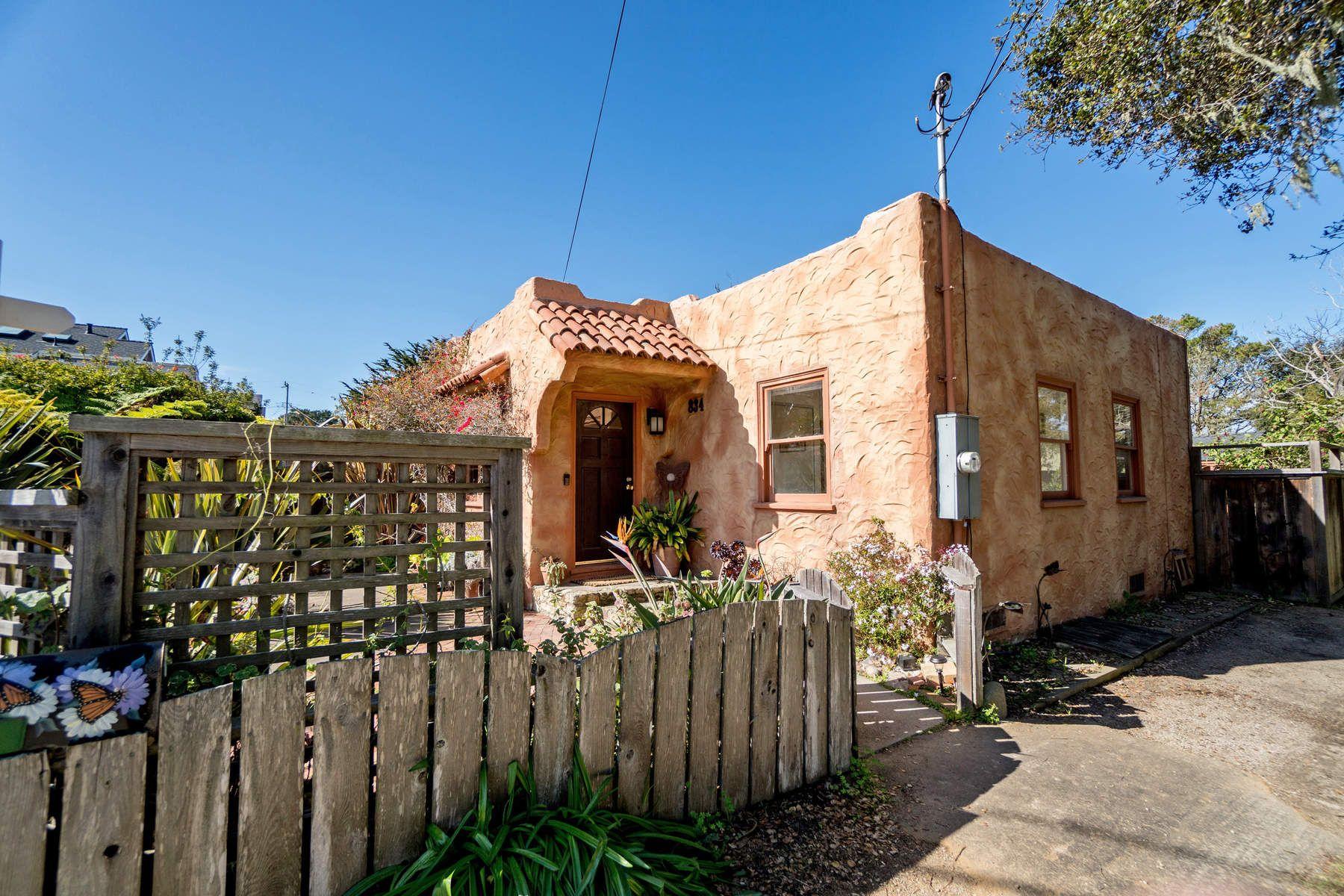 단독 가정 주택 용 매매 에 Charming Cottage set in Lovely Landscape 834 Cedar Street, Pacific Grove, 캘리포니아, 93950 미국