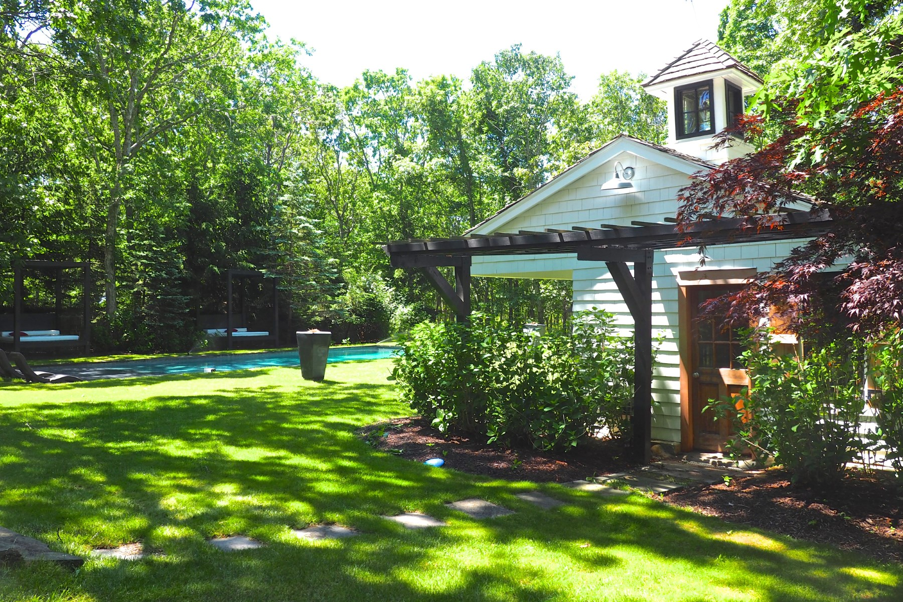 Additional photo for property listing at Minutes from Bay Beach  Sag Harbor, New York 11963 United States