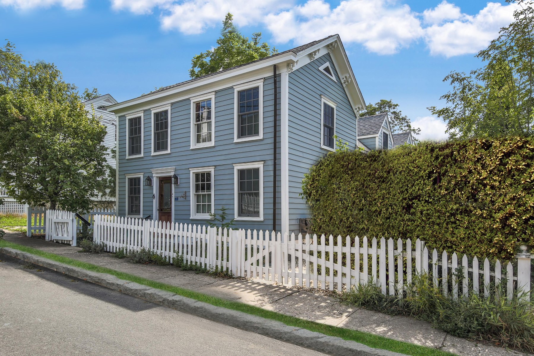 단독 가정 주택 용 매매 에 Beautiful Historic Home 47 Howard Street Sag Harbor Village, Sag Harbor, 뉴욕, 11963 미국