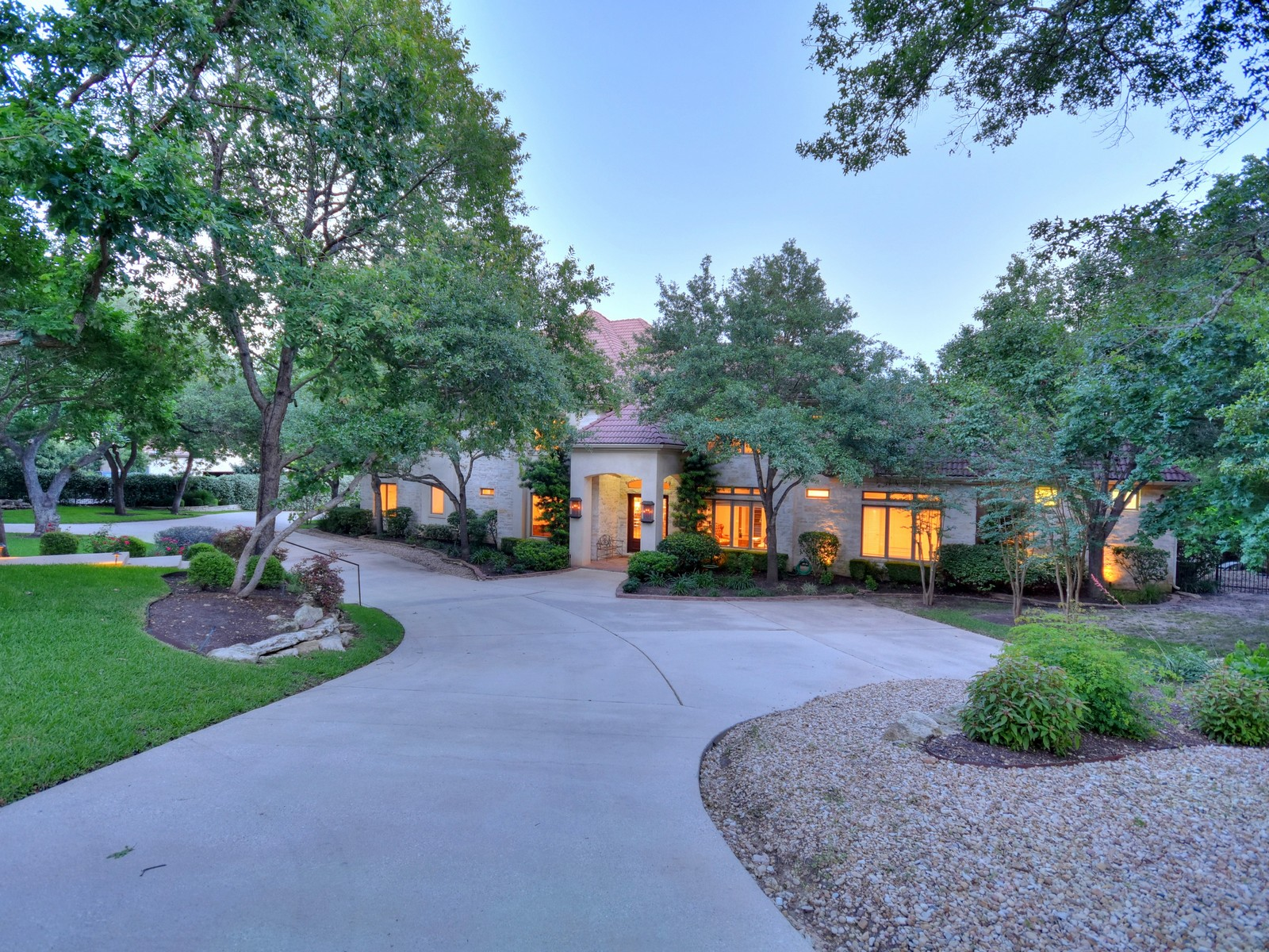 Single Family Home for Sale at Westlake Oasis on 1.277 Acres 4011 Bunny Run Austin, Texas, 78746 United States