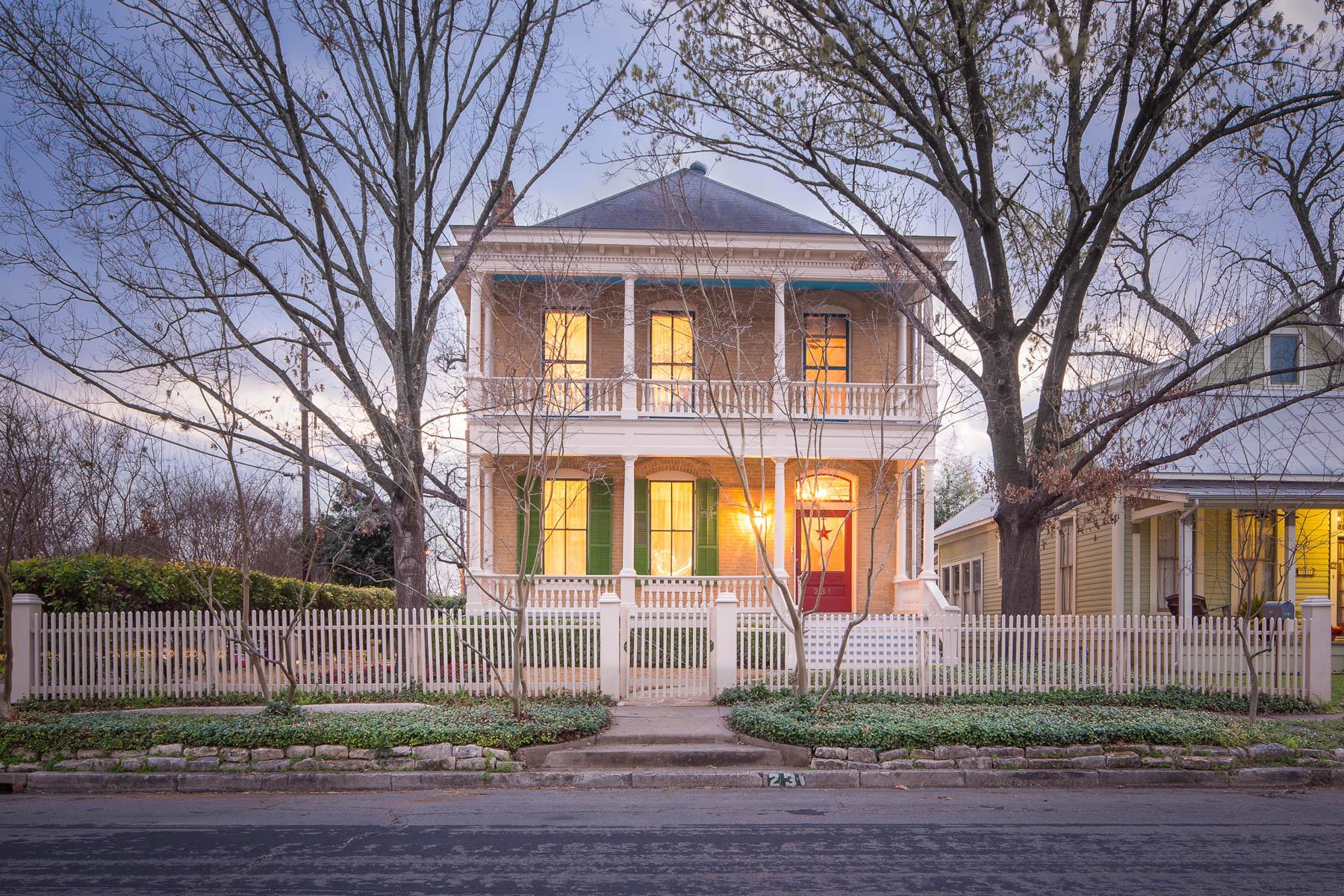 Maison unifamiliale pour l Vente à Piece of Historical Architecture in King William 231 Adams St King William, San Antonio, Texas, 78210 États-Unis