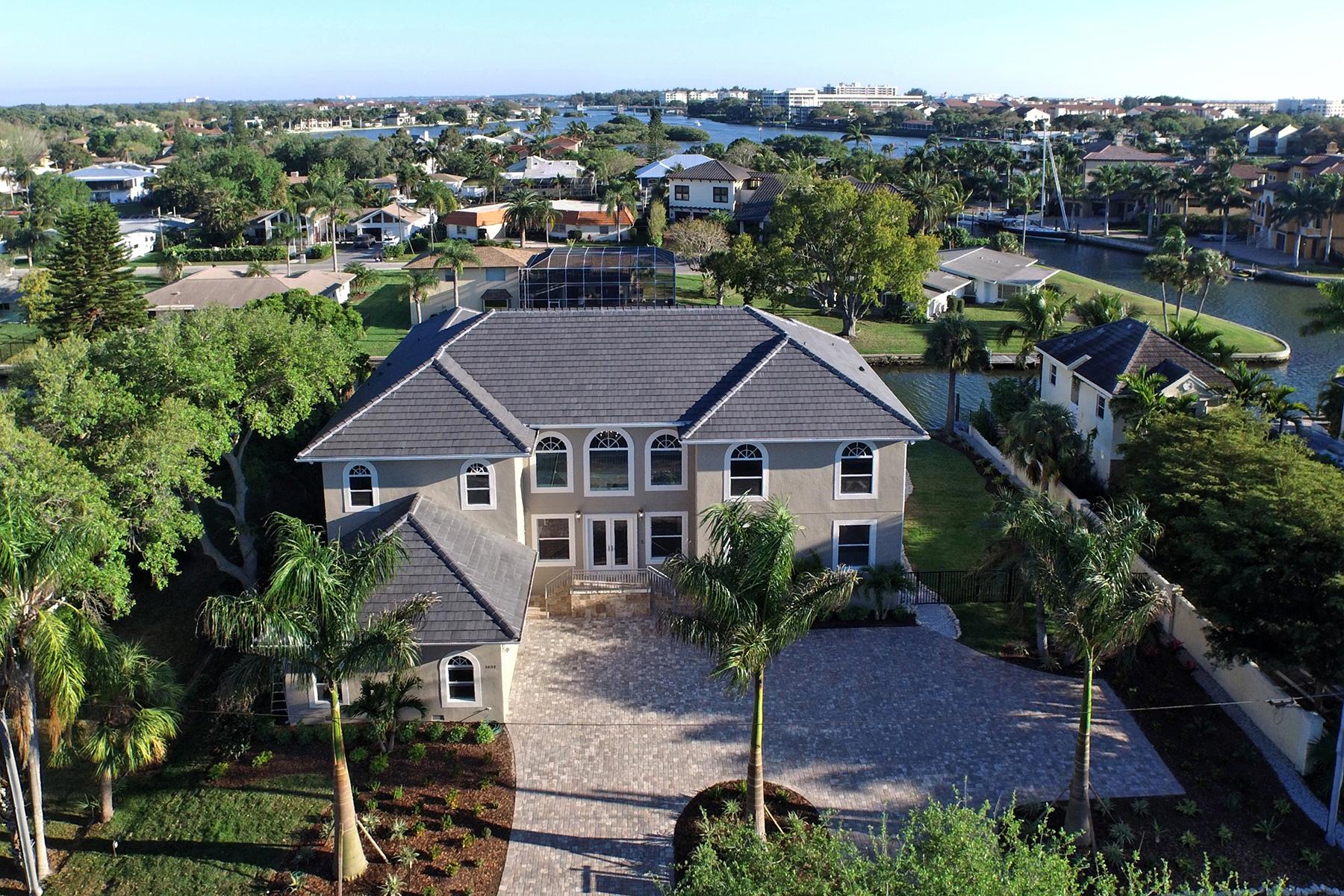 Casa Unifamiliar por un Venta en AQUALANE ESTATES 1624 Stanford Ln Sarasota, Florida 34231 Estados Unidos