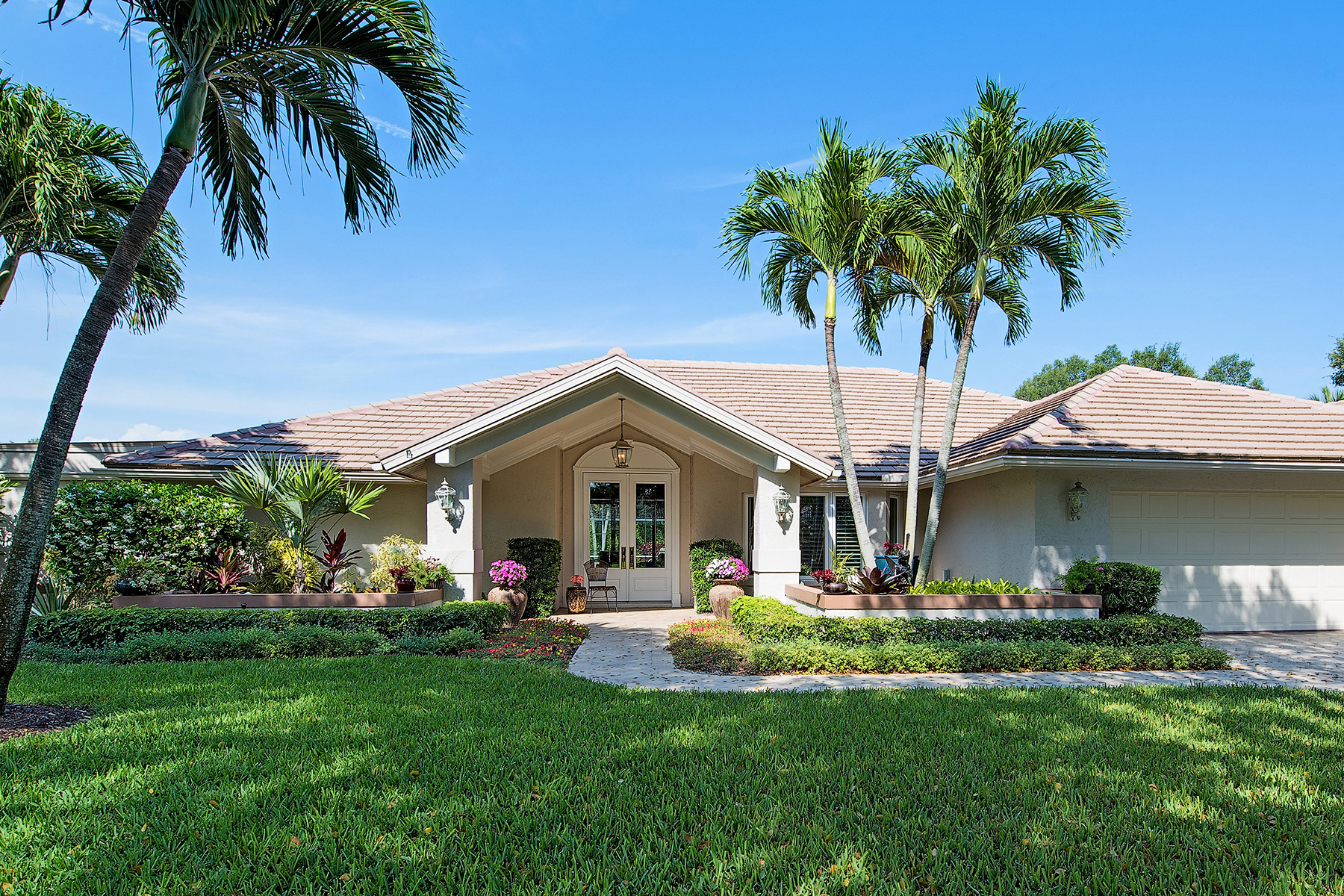 Single Family Home for Sale at PINECREST AT PELICAN BAY 803 Tallow Tree Ct Naples, Florida, 34108 United States