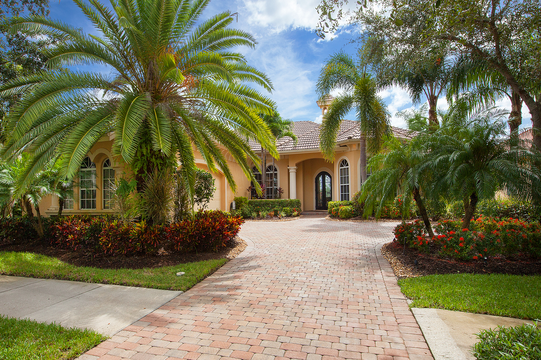 Single Family Home for Sale at FIDDLER'S CREEK - MULBERRY ROW 7646 Mulberry Ln Naples, Florida, 34114 United States