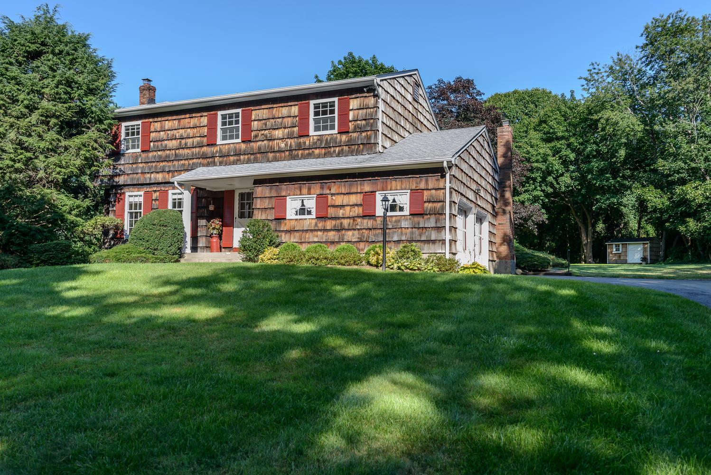 Tek Ailelik Ev için Satış at Colonial 323 Woodbury Rd Cold Spring Harbor, New York 11724 Amerika Birleşik Devletleri