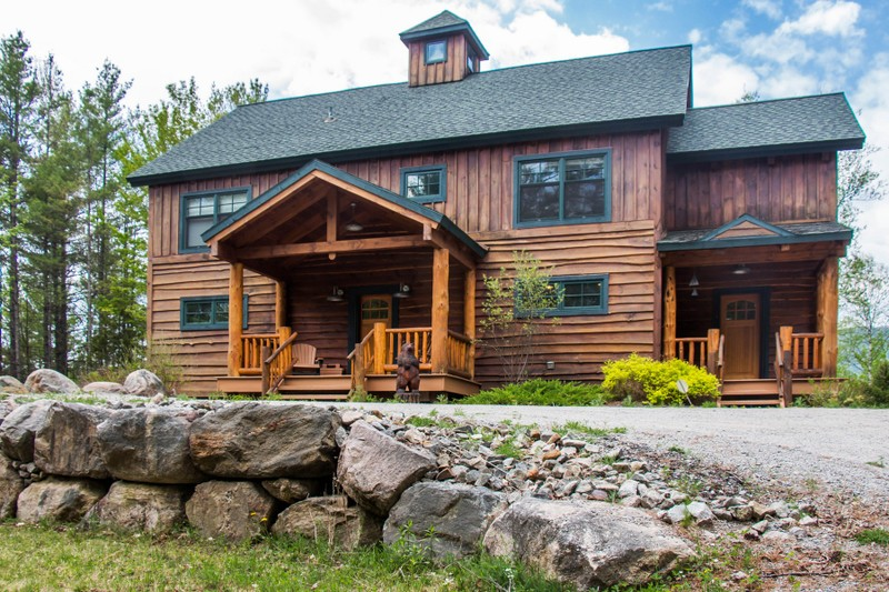 Casa Unifamiliar por un Venta en Traditional Pine Timber Framed Home 51 Mountain Path Johnsburg, Nueva York 12853 Estados Unidos