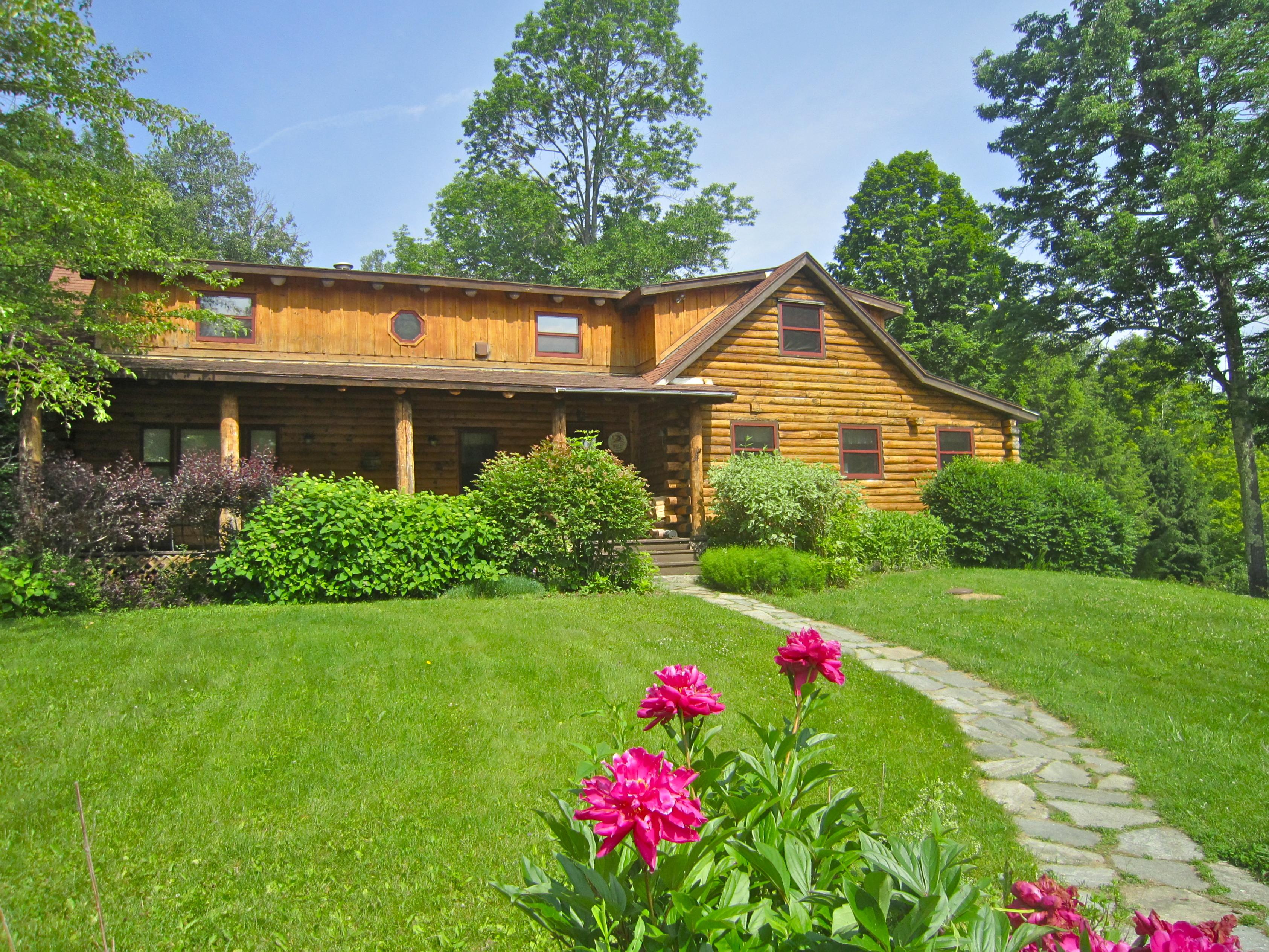 Maison unifamiliale pour l Vente à 583 Cy Parker Rd, Mount Holly Mount Holly, Vermont 05758 États-Unis