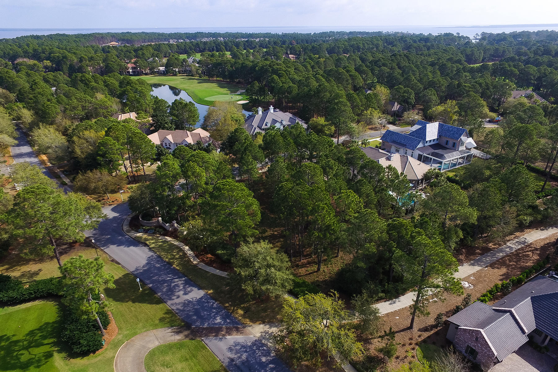 Земля для того Продажа на CORNER GOLF-VIEW LOT IN ELITE BURNT PINE NEIGHBORHOOD 3130 Merion Drive Miramar Beach, Флорида, 32550 Соединенные Штаты