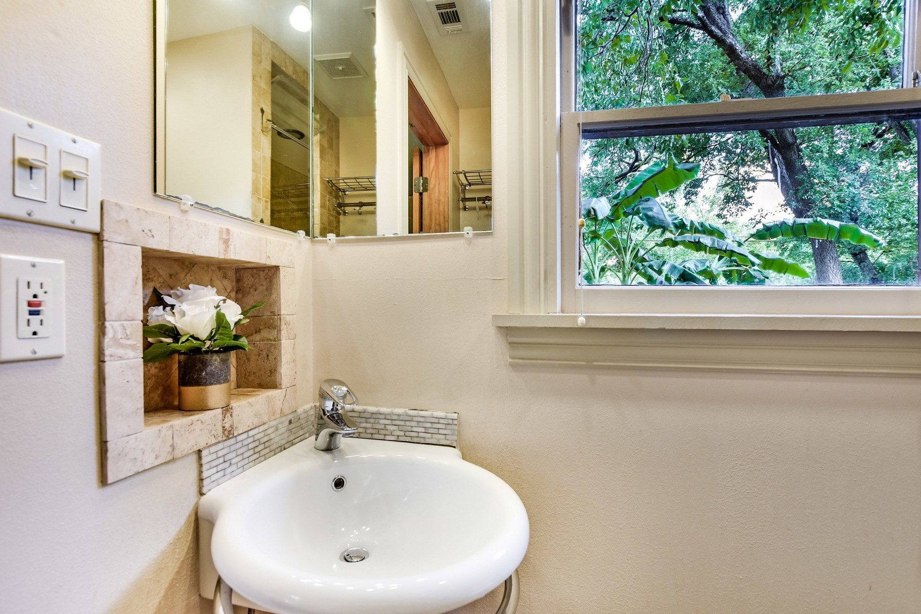 Additional photo for property listing at Rare Large Lot in Cherrywood 3506 Werner Ave Austin, Texas 78722 Estados Unidos