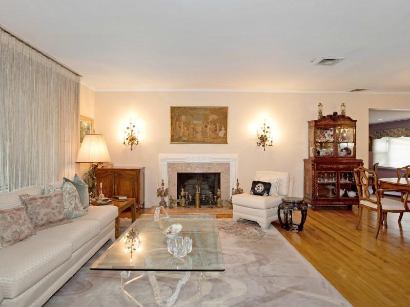 Casa para uma família para Venda às Exp Ranch 5 Westwood Cir East Hills, Nova York 11577 Estados Unidos
