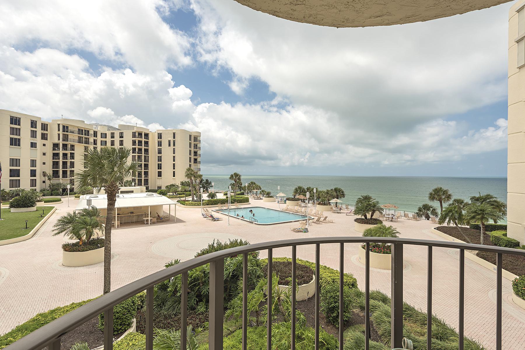 Copropriété pour l Vente à MOORINGS - LAUSANNA 3215 Gulf Shore Blvd N 303N Naples, Florida 34103 États-Unis