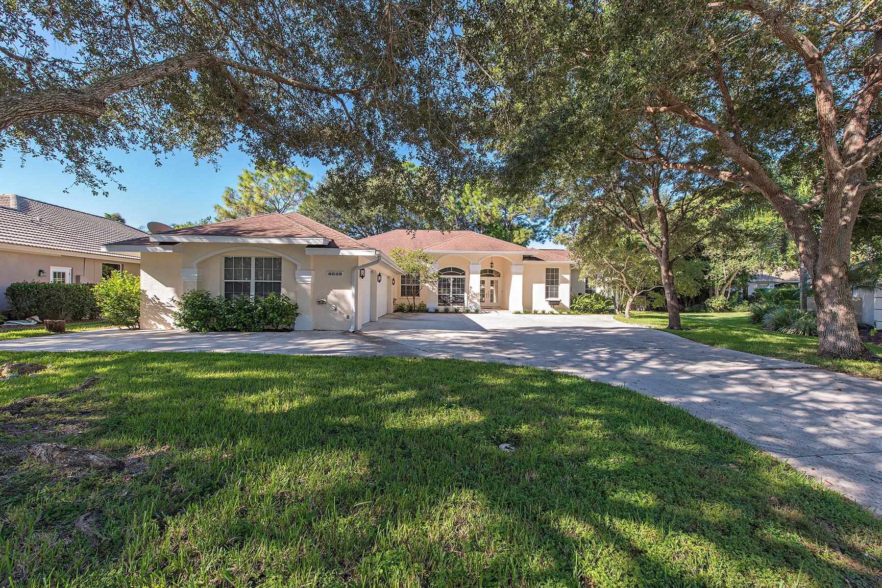 Maison unifamiliale pour l Vente à CROSSINGS - MILL RUN 6629 New Haven Cir Naples, Florida 34109 États-Unis