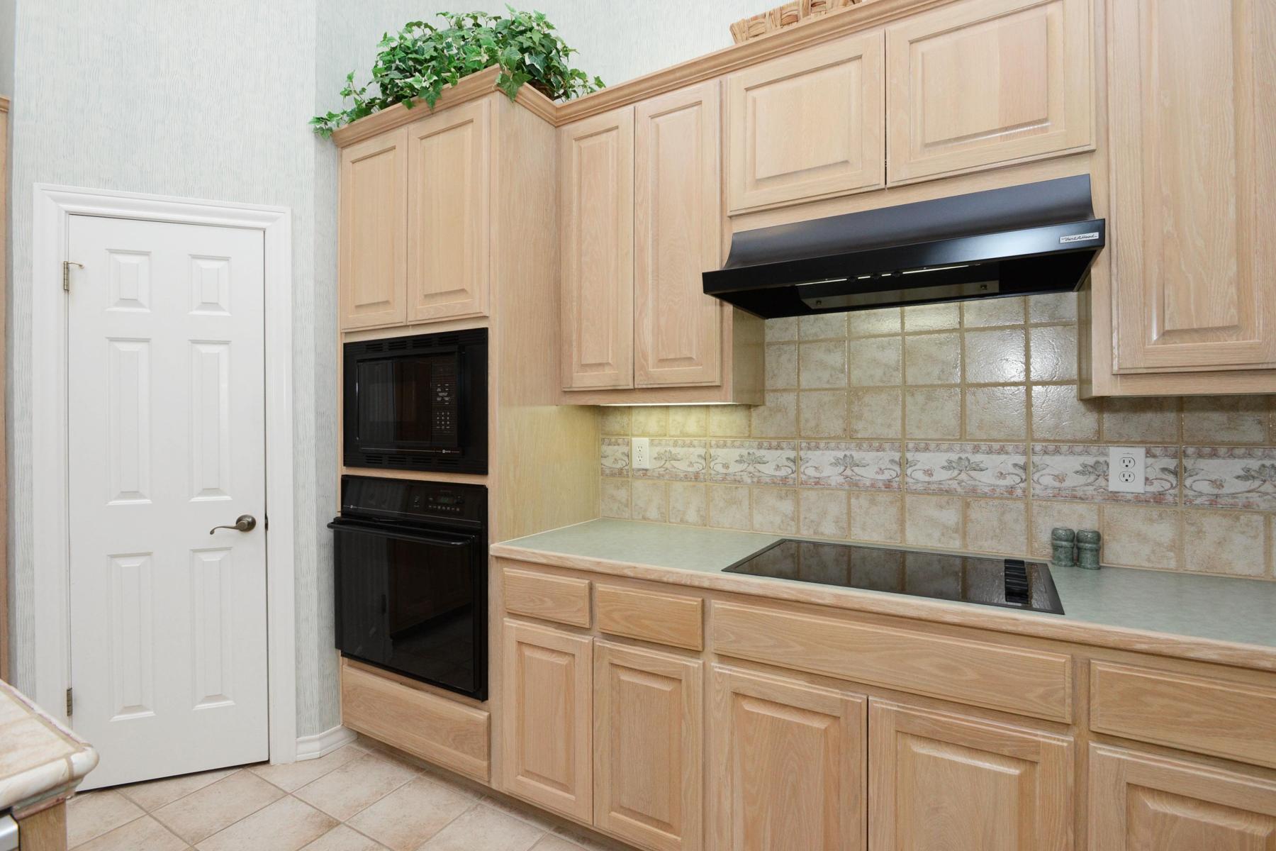 Additional photo for property listing at Stunning Dominion Garden Home 4 Hendon Ln San Antonio, Texas 78257 Estados Unidos