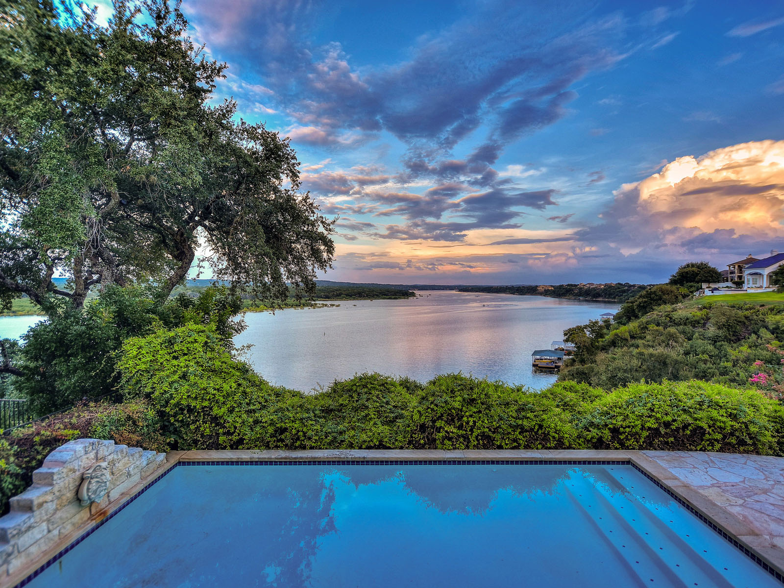 Casa Unifamiliar por un Venta en Tom Landry's Lakeside Villa 27000 Catamaran Dr 7 Spicewood, Texas 78669 Estados Unidos