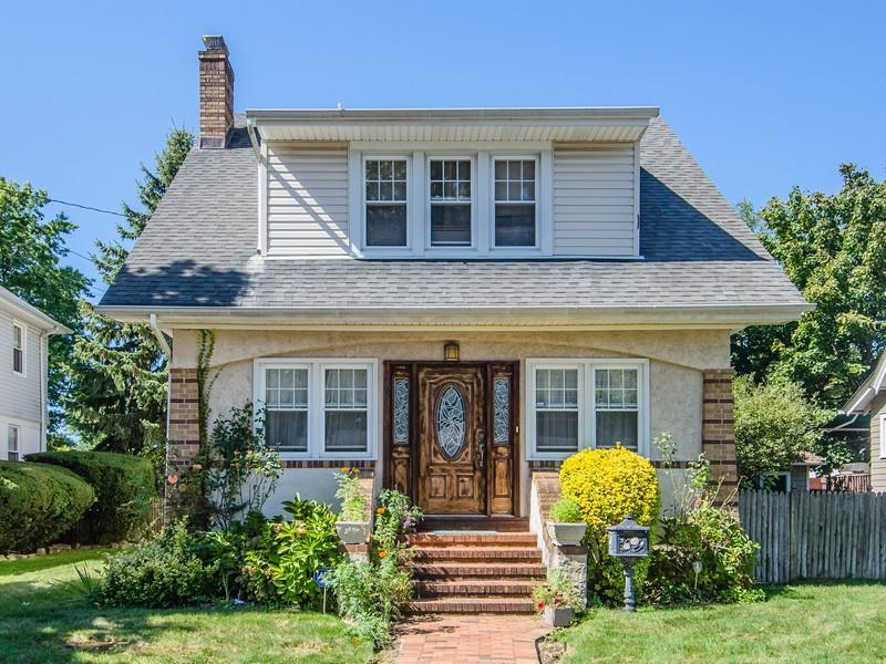 단독 가정 주택 용 매매 에 Colonial 23 Woodlawn Ave Valley Stream, 뉴욕 11581 미국