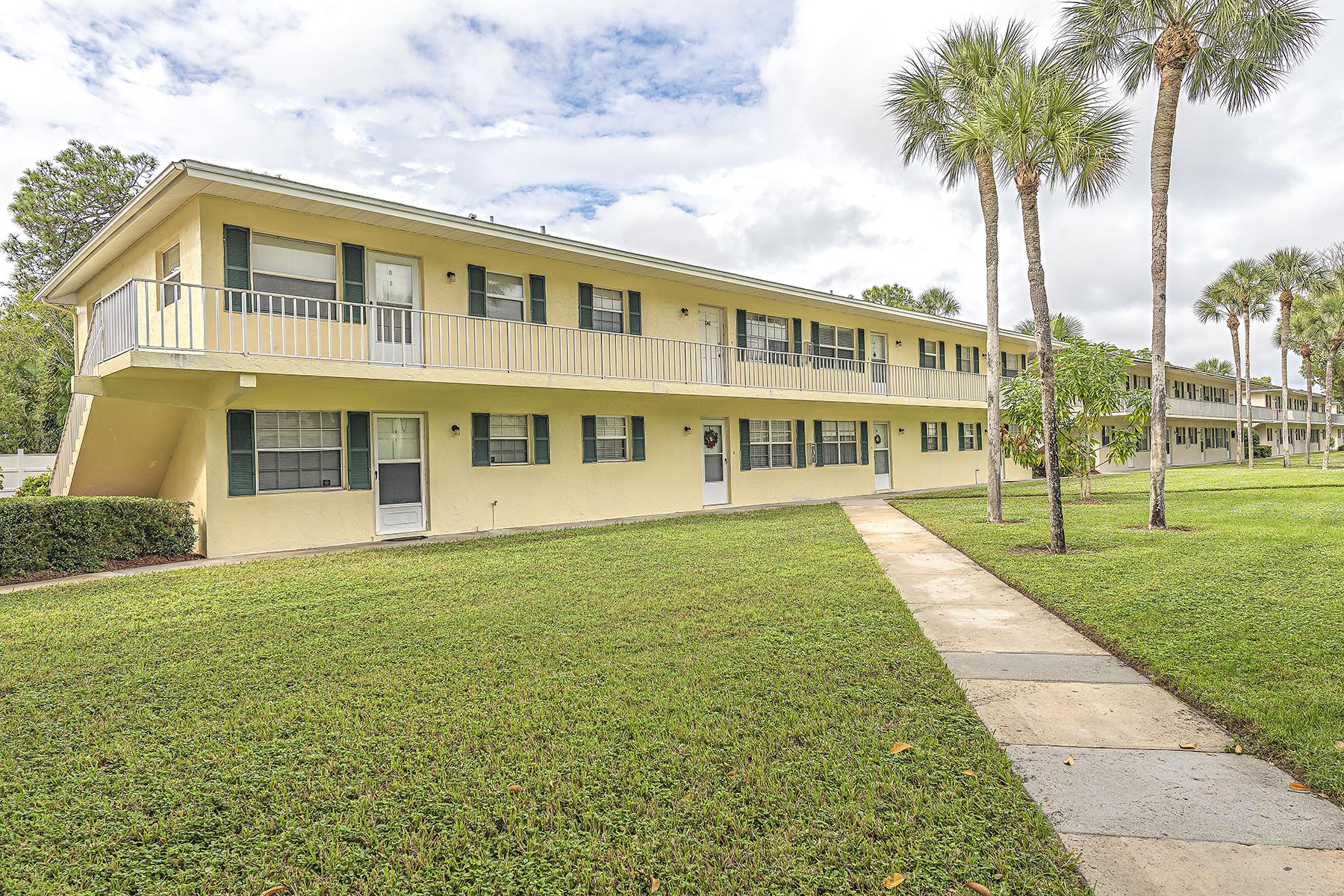 Appartement en copropriété pour l Vente à POINCIANA CONDOS 3325 Airport Pulling Rd N D3 Naples, Florida 34105 États-Unis