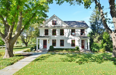 Single Family Home for Sale at Farmhouse 29205 Main Rd Cutchogue, New York 11935 United States