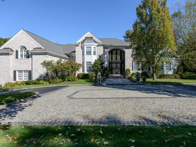 단독 가정 주택 용 매매 에 Colonial 1 Beech Tree Ln Brookville, 뉴욕 11545 미국