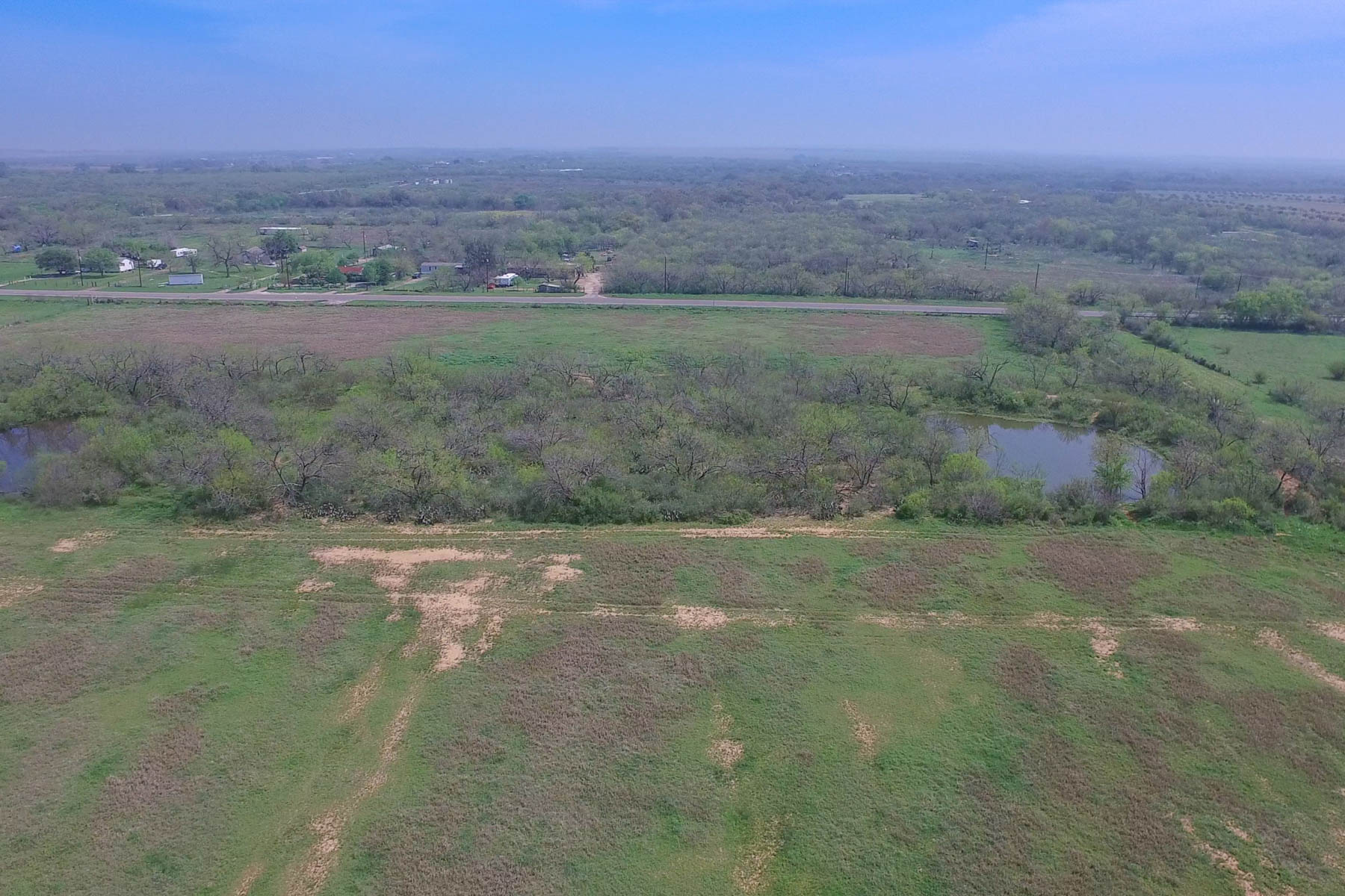 Additional photo for property listing at Commercial Property in a Great Location 2350 IH-35 S Lytle, Texas 78052 Estados Unidos