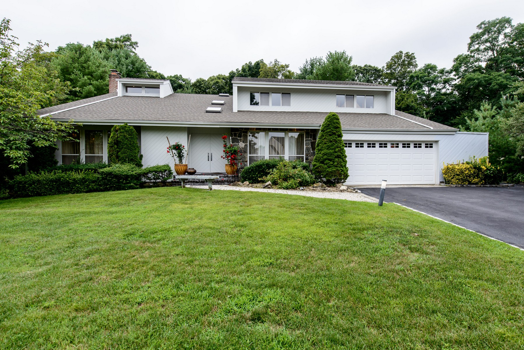 Single Family Home for Sale at Colonial Muttontown, New York, 11791 United States