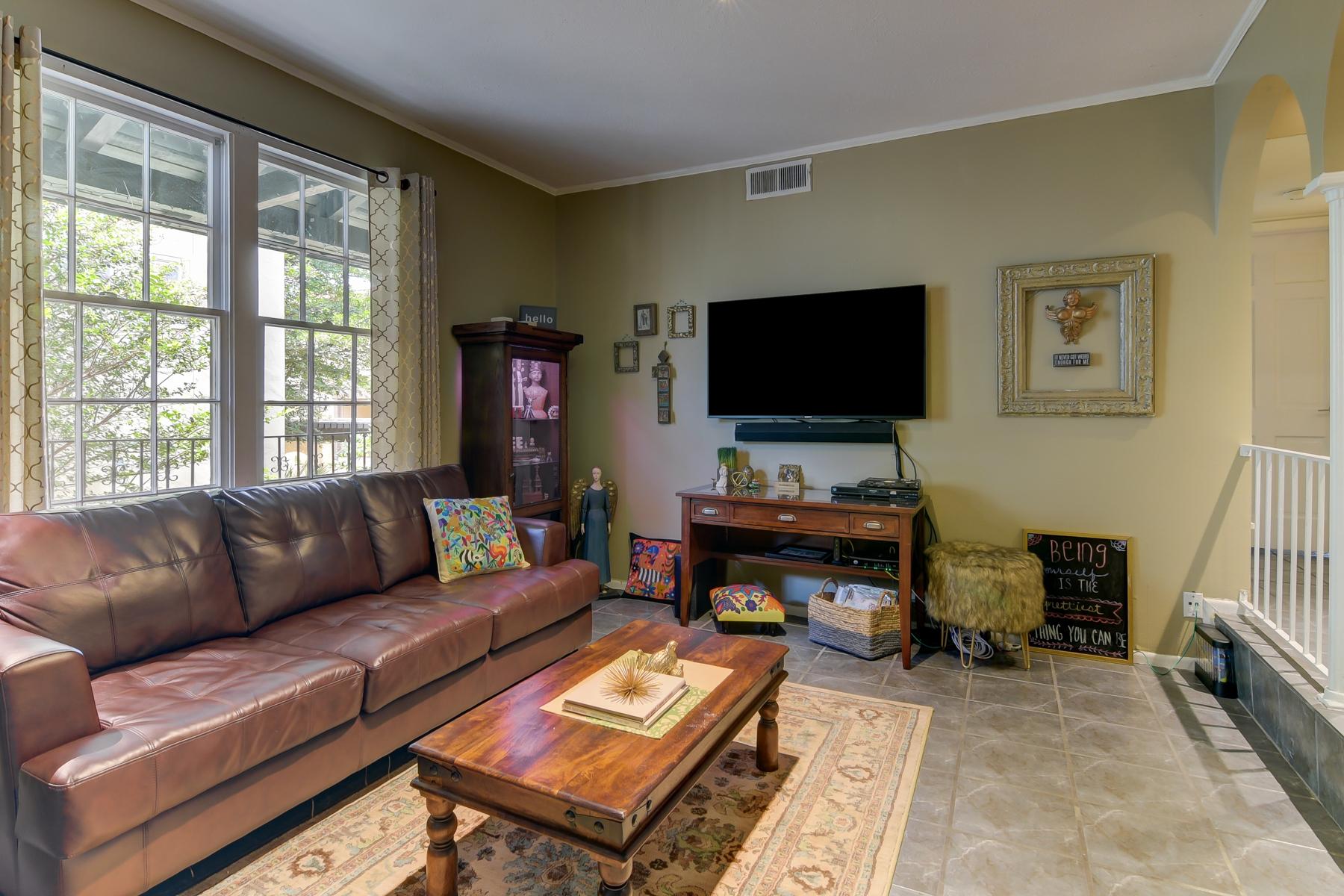 共管式独立产权公寓 为 销售 在 66 Brees 28, San Antonio 66 Brees Blvd 28 Barcelona, 圣安东尼奥, 得克萨斯州, 78209 美国